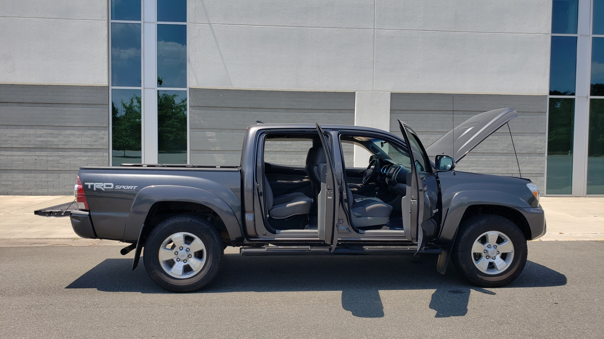 Used 2014 Toyota TACOMA PRERUNNER DOUBLECAB / TRD SPORT / V6 / 5-SPD AUTO / TOW PKG for sale $21,595 at Formula Imports in Charlotte NC 28227 10