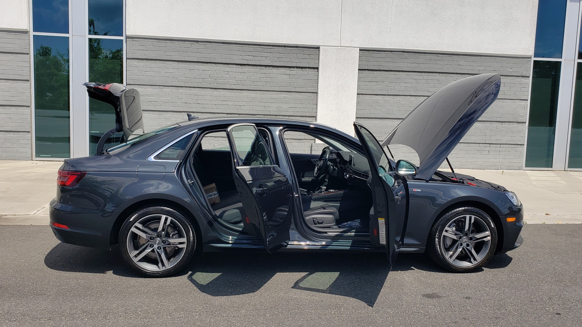 Used 2018 Audi A4 TECH PREMIUM PLUS / NAV / B&O SND / SUNROOF / CLD WTHR / REARVIEW for sale $28,595 at Formula Imports in Charlotte NC 28227 13
