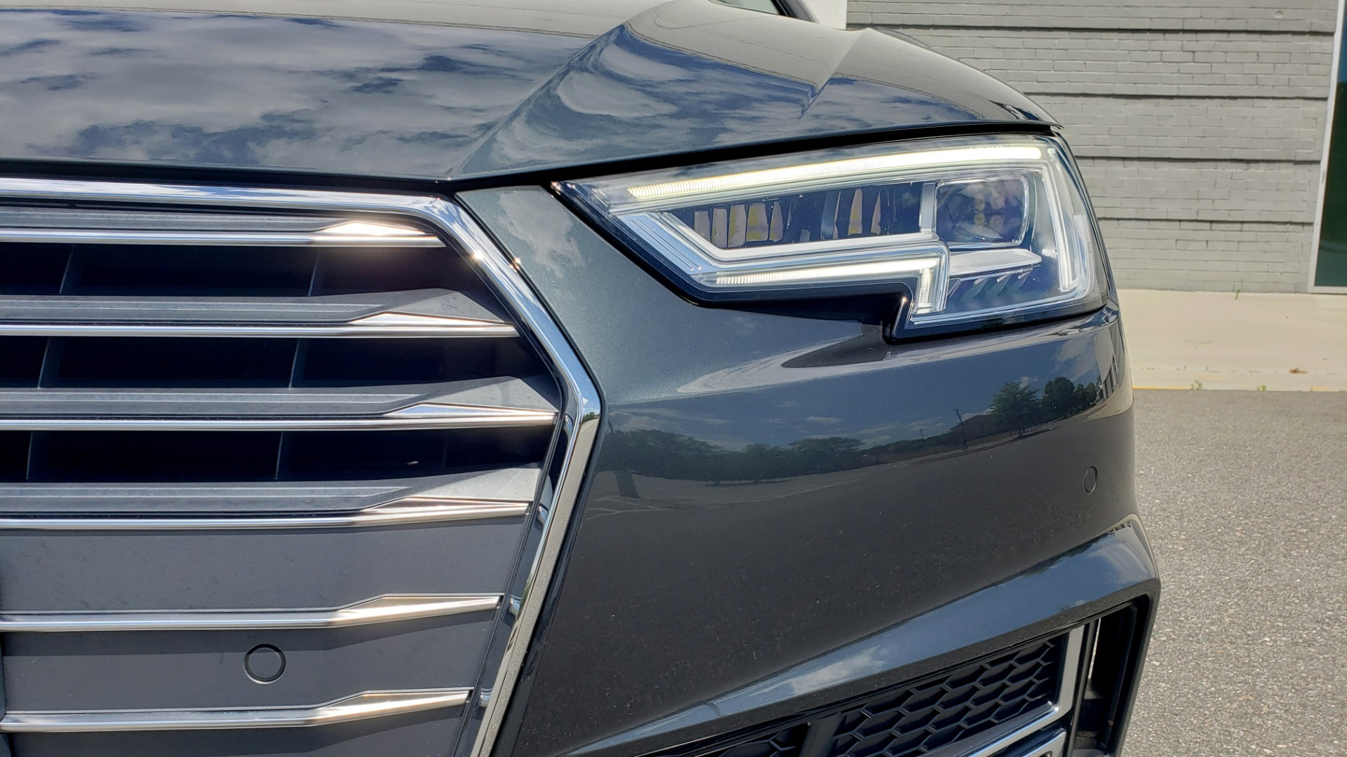 Used 2018 Audi A4 TECH PREMIUM PLUS / NAV / B&O SND / SUNROOF / CLD WTHR / REARVIEW for sale $28,595 at Formula Imports in Charlotte NC 28227 22