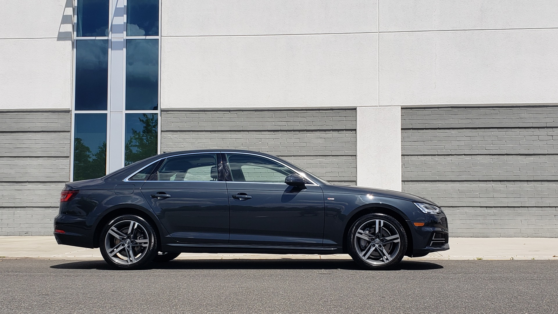Used 2018 Audi A4 TECH PREMIUM PLUS / NAV / B&O SND / SUNROOF / CLD WTHR / REARVIEW for sale $28,595 at Formula Imports in Charlotte NC 28227 9