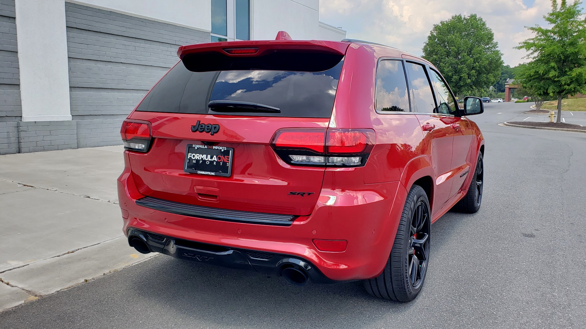 Used 2018 Jeep GRAND CHEROKEE SRT 4X4 / 6.4L HEMI (475HP) / NAV / SUNROOF / H/K SND / REARVIEW for sale Sold at Formula Imports in Charlotte NC 28227 11