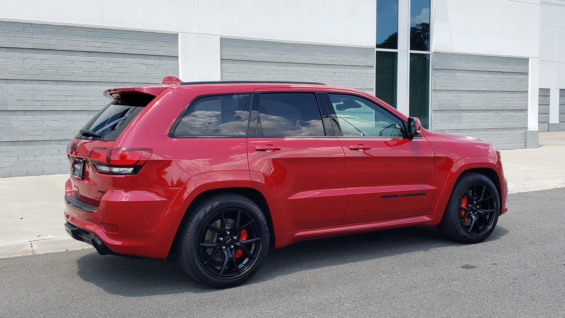 Used 2018 Jeep GRAND CHEROKEE SRT 4X4 / 6.4L HEMI (475HP) / NAV / SUNROOF / H/K SND / REARVIEW for sale Sold at Formula Imports in Charlotte NC 28227 12