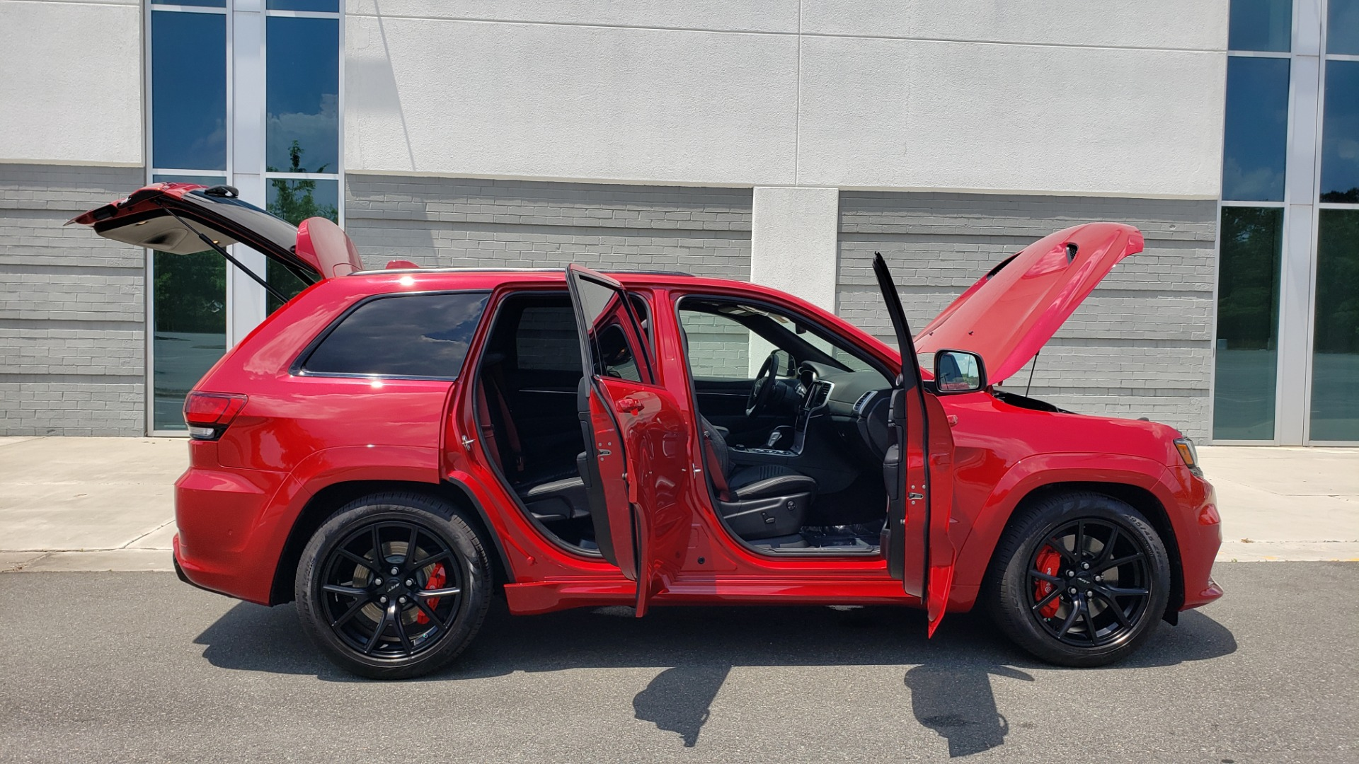 Used 2018 Jeep GRAND CHEROKEE SRT 4X4 / 6.4L HEMI (475HP) / NAV / SUNROOF / H/K SND / REARVIEW for sale Sold at Formula Imports in Charlotte NC 28227 17