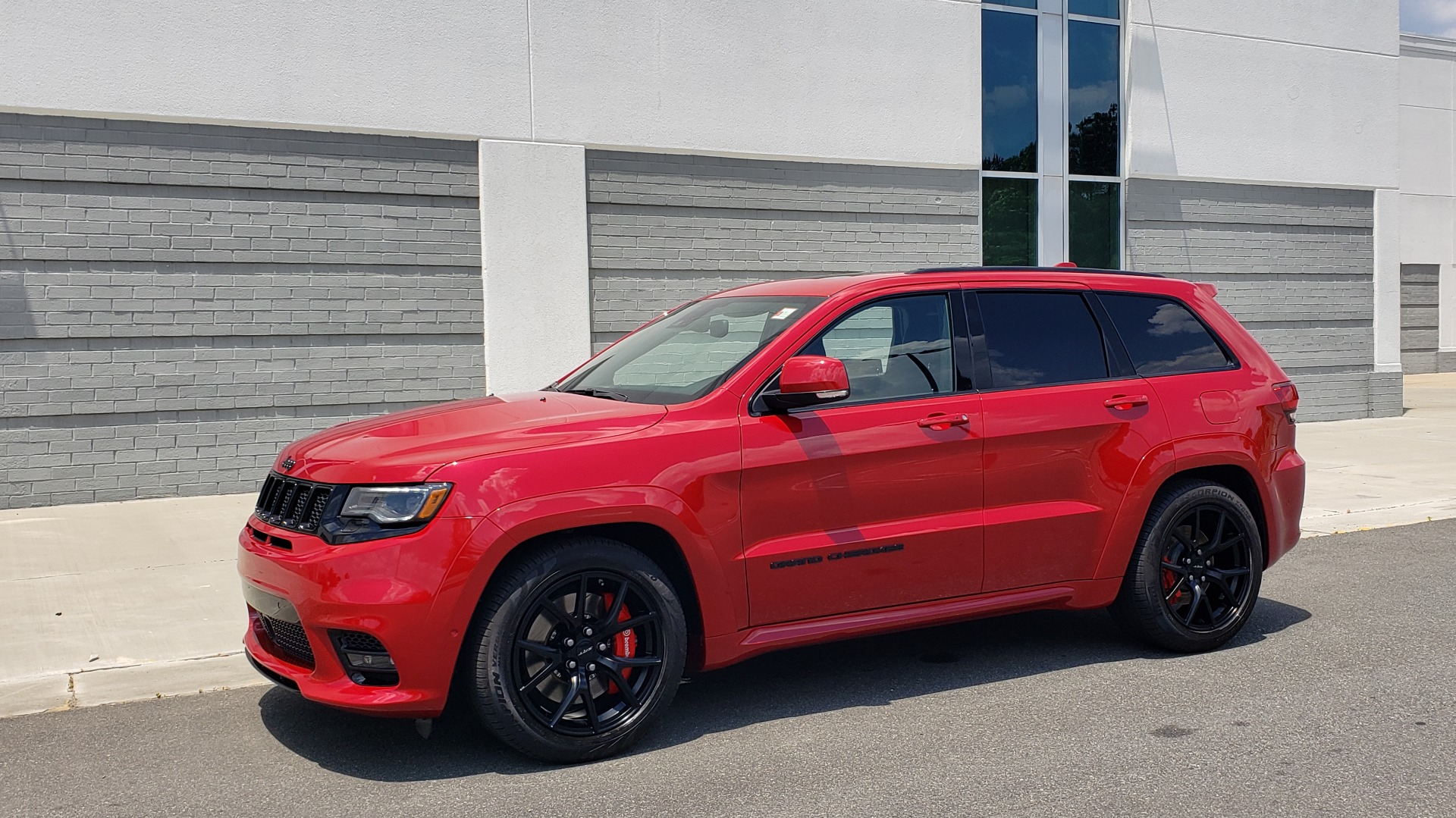Used 2018 Jeep GRAND CHEROKEE SRT 4X4 / 6.4L HEMI (475HP) / NAV / SUNROOF / H/K SND / REARVIEW for sale Sold at Formula Imports in Charlotte NC 28227 2