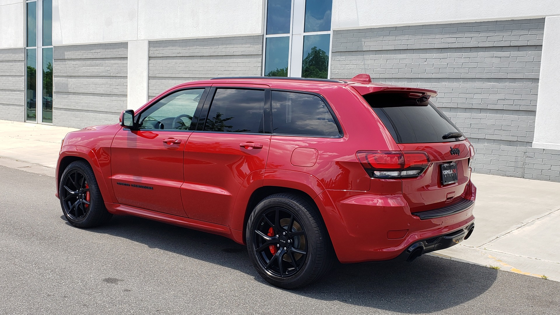 Used 2018 Jeep GRAND CHEROKEE SRT 4X4 / 6.4L HEMI (475HP) / NAV / SUNROOF / H/K SND / REARVIEW for sale Sold at Formula Imports in Charlotte NC 28227 4