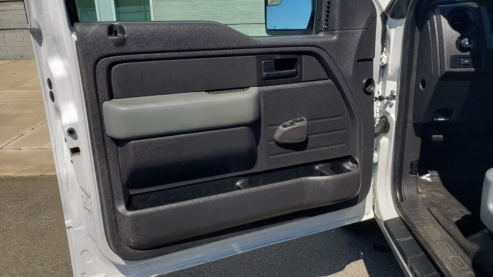 Used 2016 Ford F-150 XL 4X2 REGULAR CAB / 3.5L V6 / 6-SPD AUTO / CRUISE CONTROL for sale $13,995 at Formula Imports in Charlotte NC 28227 36
