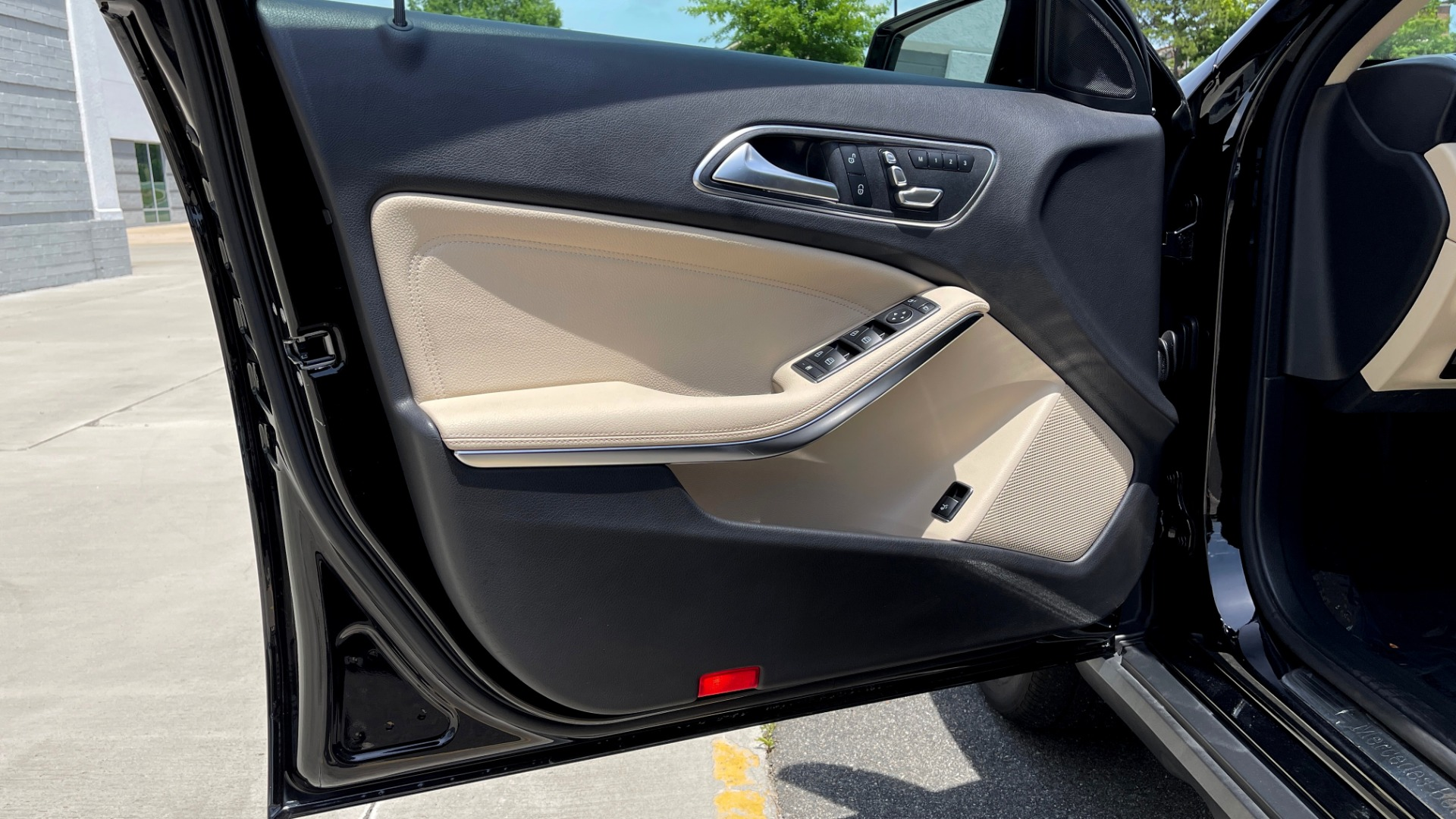 Used 2018 Mercedes-Benz GLA 250 4MATIC SUV / PANO-ROOF / HTD STS / BLIND SPOT ASST / APPLE for sale $31,995 at Formula Imports in Charlotte NC 28227 29