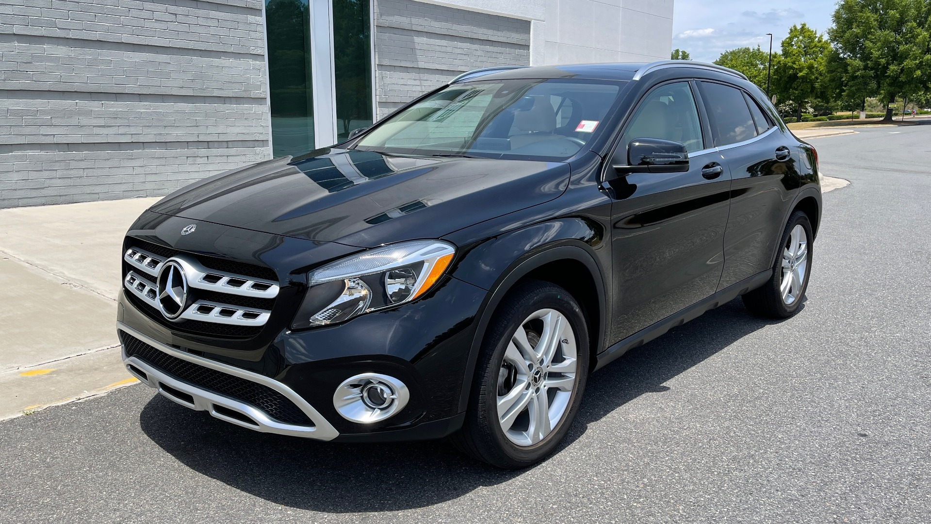 Used 2018 Mercedes-Benz GLA 250 4MATIC SUV / PANO-ROOF / HTD STS / BLIND SPOT ASST / APPLE for sale $31,995 at Formula Imports in Charlotte NC 28227 3