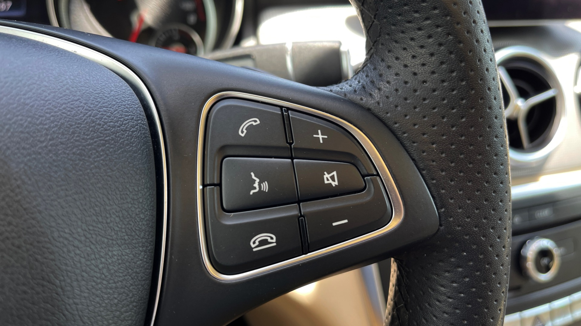 Used 2018 Mercedes-Benz GLA 250 4MATIC SUV / PANO-ROOF / HTD STS / BLIND SPOT ASST / APPLE for sale $31,995 at Formula Imports in Charlotte NC 28227 39