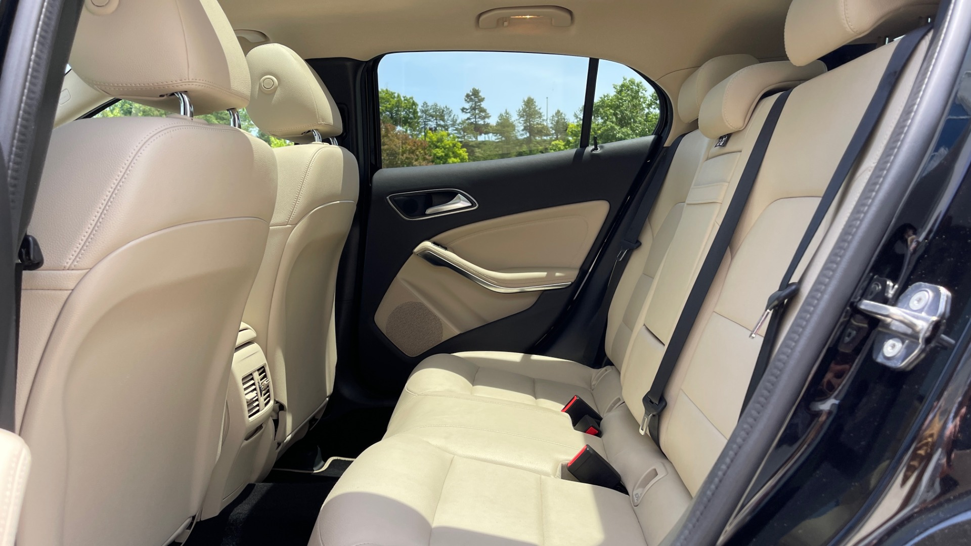 Used 2018 Mercedes-Benz GLA 250 4MATIC SUV / PANO-ROOF / HTD STS / BLIND SPOT ASST / APPLE for sale $31,995 at Formula Imports in Charlotte NC 28227 65