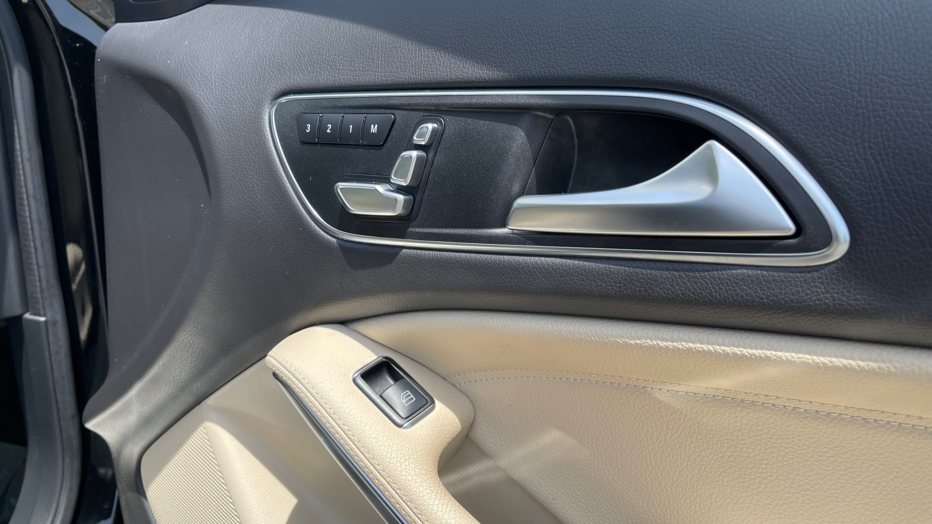 Used 2018 Mercedes-Benz GLA 250 4MATIC SUV / PANO-ROOF / HTD STS / BLIND SPOT ASST / APPLE for sale $31,995 at Formula Imports in Charlotte NC 28227 73