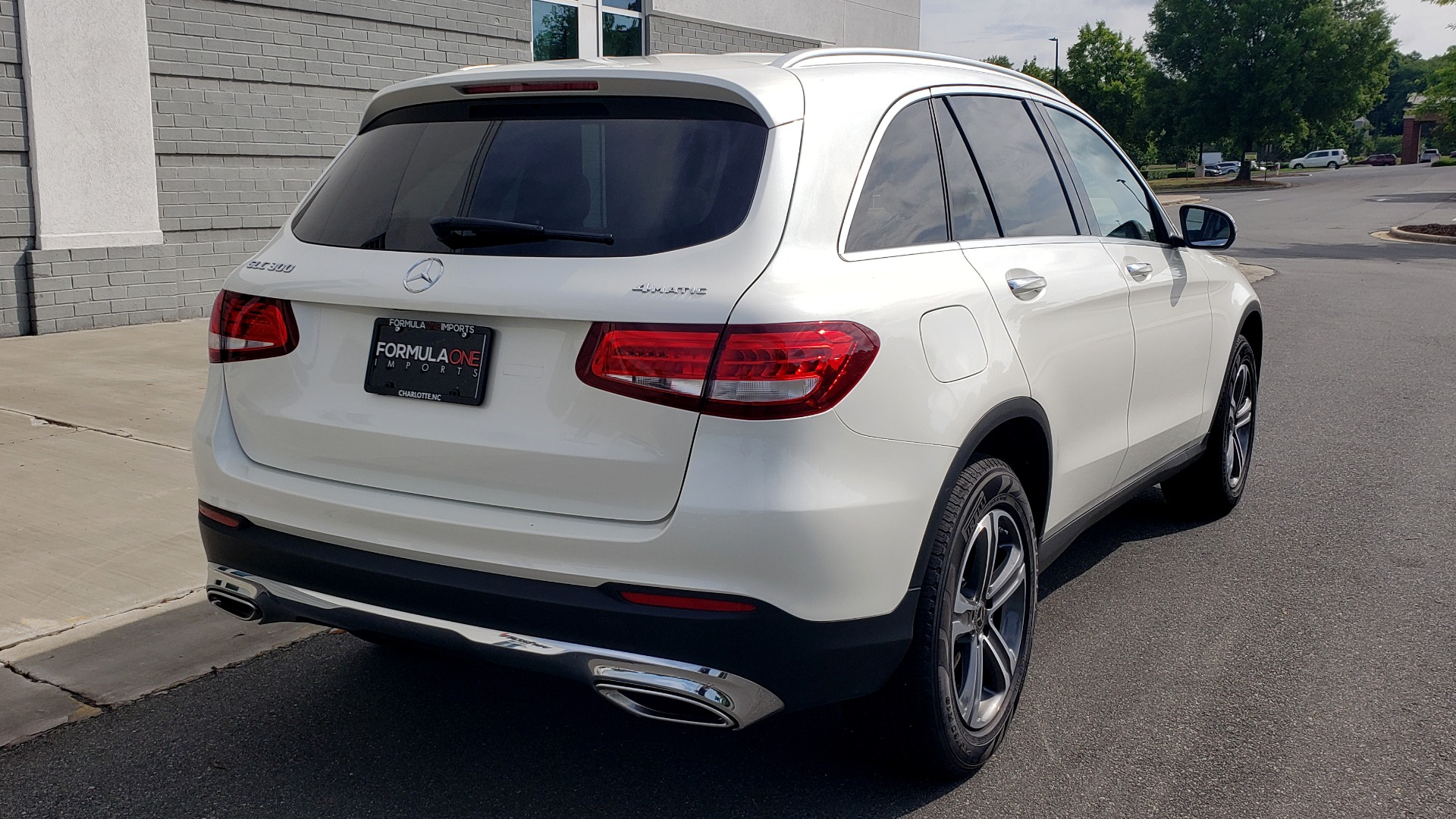 Used 2018 Mercedes-Benz GLC 300 4MATIC / PREM PKG / PANO-ROOF / APPLE / REARVIEW for sale $33,397 at Formula Imports in Charlotte NC 28227 2