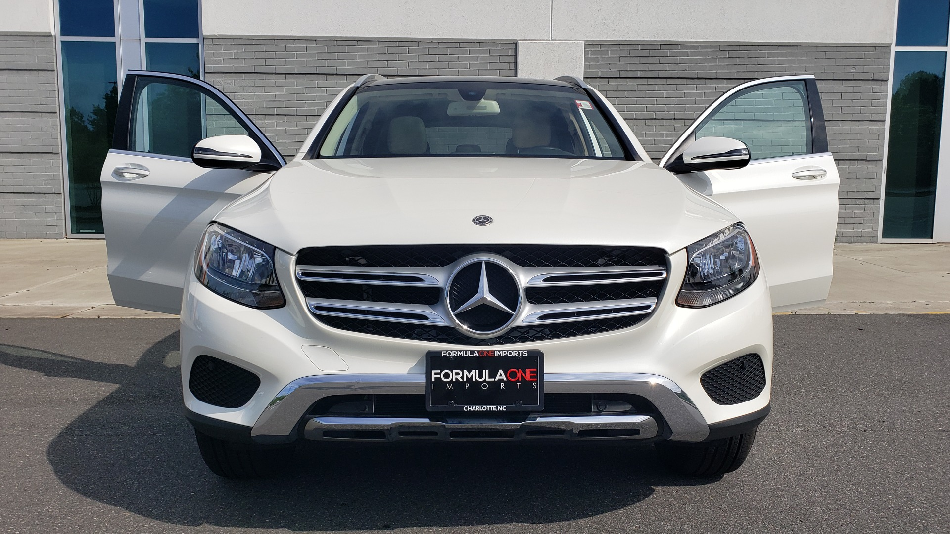 Used 2018 Mercedes-Benz GLC 300 4MATIC / PREM PKG / PANO-ROOF / APPLE / REARVIEW for sale $33,397 at Formula Imports in Charlotte NC 28227 22