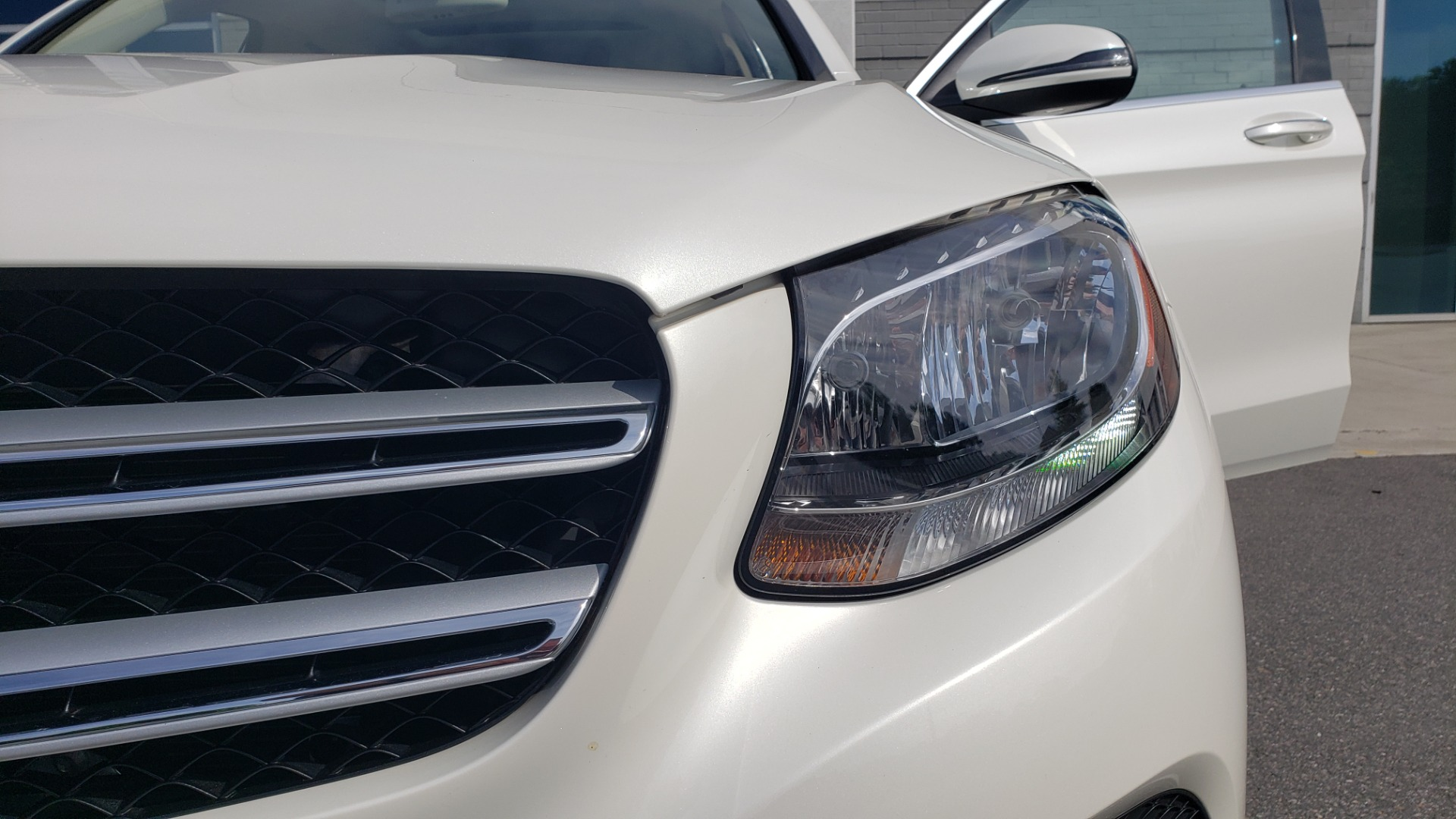 Used 2018 Mercedes-Benz GLC 300 4MATIC / PREM PKG / PANO-ROOF / APPLE / REARVIEW for sale $33,397 at Formula Imports in Charlotte NC 28227 24