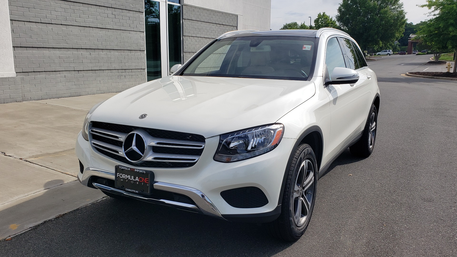 Used 2018 Mercedes-Benz GLC 300 4MATIC / PREM PKG / PANO-ROOF / APPLE / REARVIEW for sale $33,397 at Formula Imports in Charlotte NC 28227 3