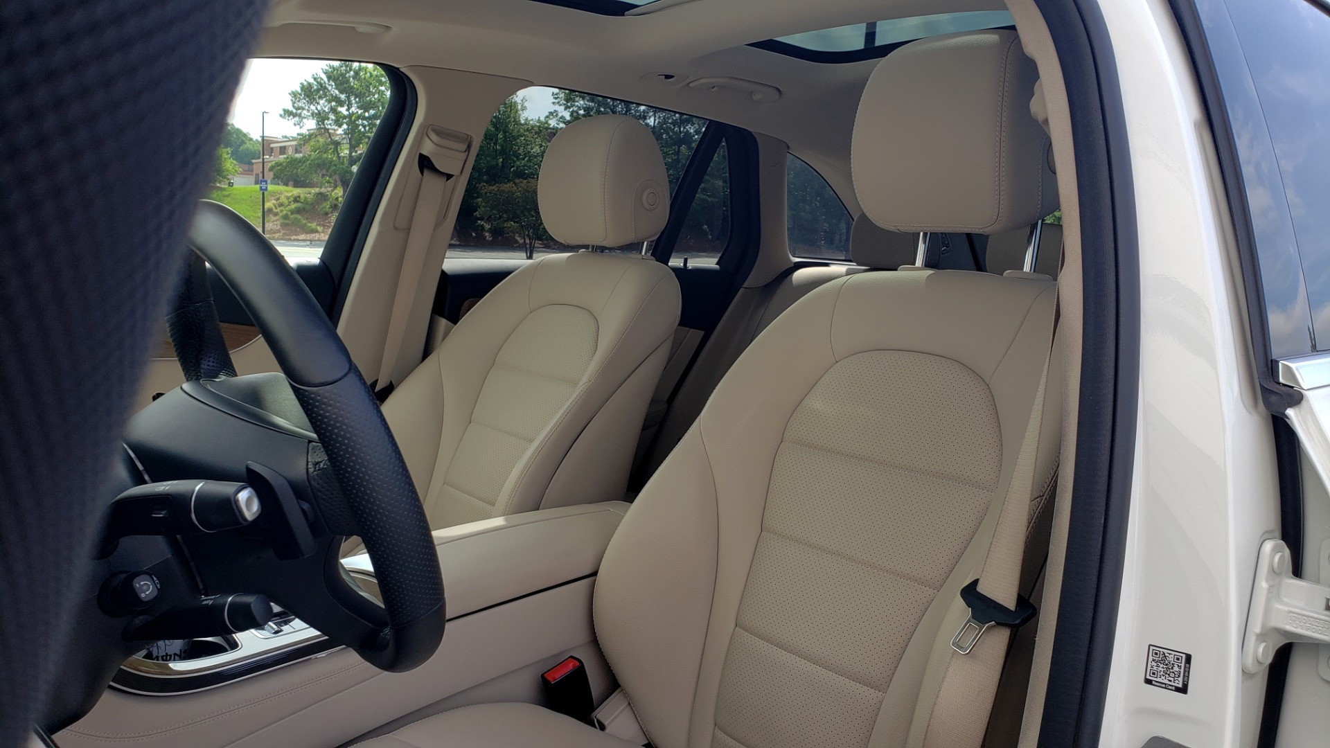 Used 2018 Mercedes-Benz GLC 300 4MATIC / PREM PKG / PANO-ROOF / APPLE / REARVIEW for sale $33,397 at Formula Imports in Charlotte NC 28227 35