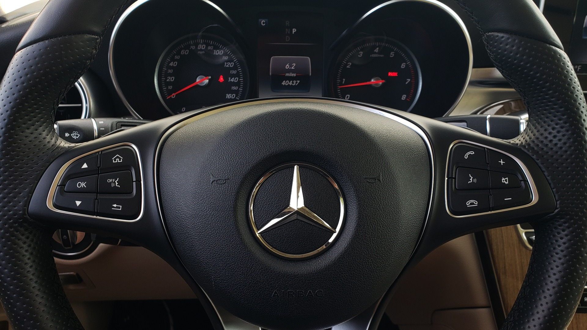 Used 2018 Mercedes-Benz GLC 300 4MATIC / PREM PKG / PANO-ROOF / APPLE / REARVIEW for sale $33,397 at Formula Imports in Charlotte NC 28227 38