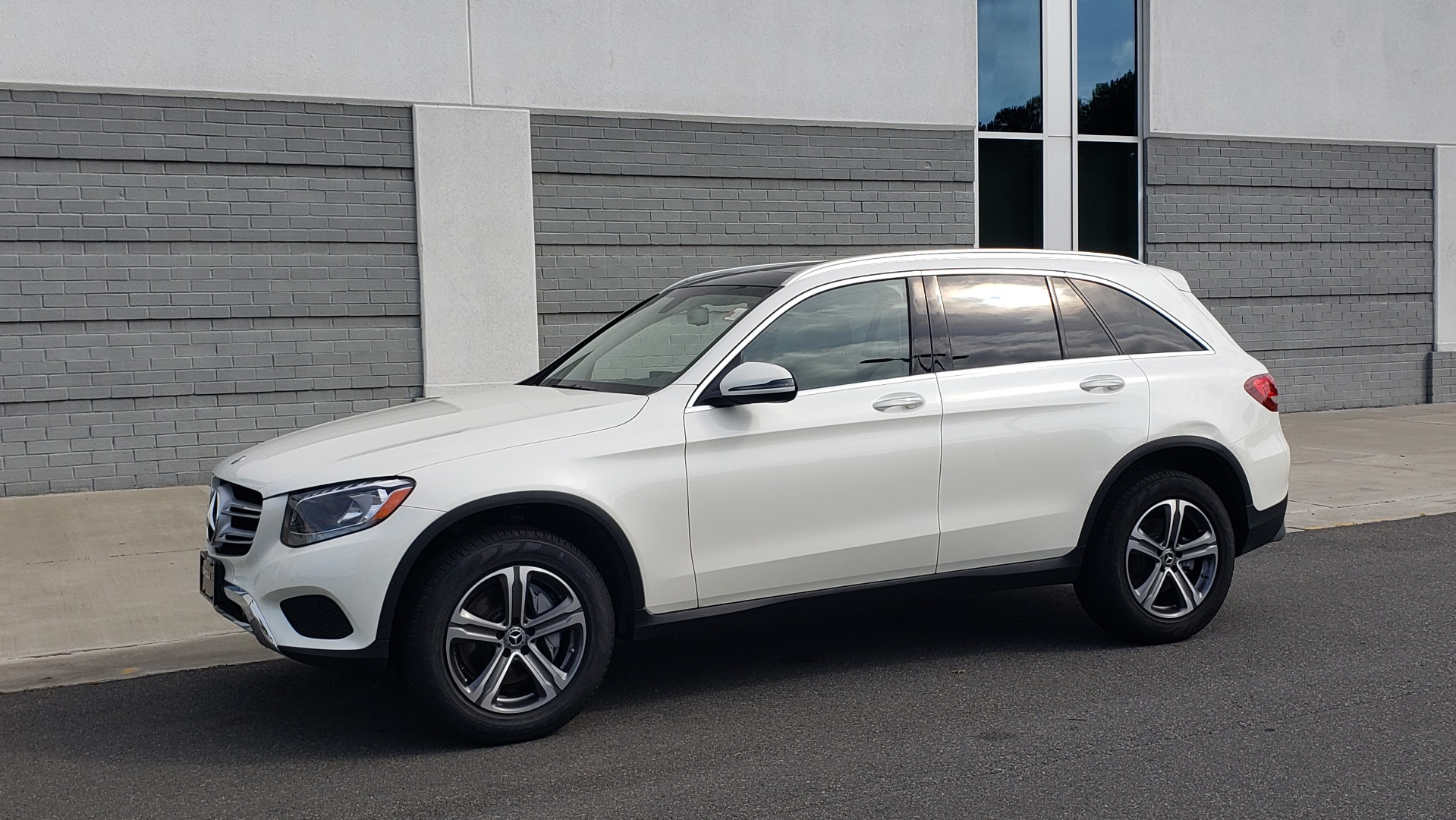 Used 2018 Mercedes-Benz GLC 300 4MATIC / PREM PKG / PANO-ROOF / APPLE / REARVIEW for sale $33,397 at Formula Imports in Charlotte NC 28227 4