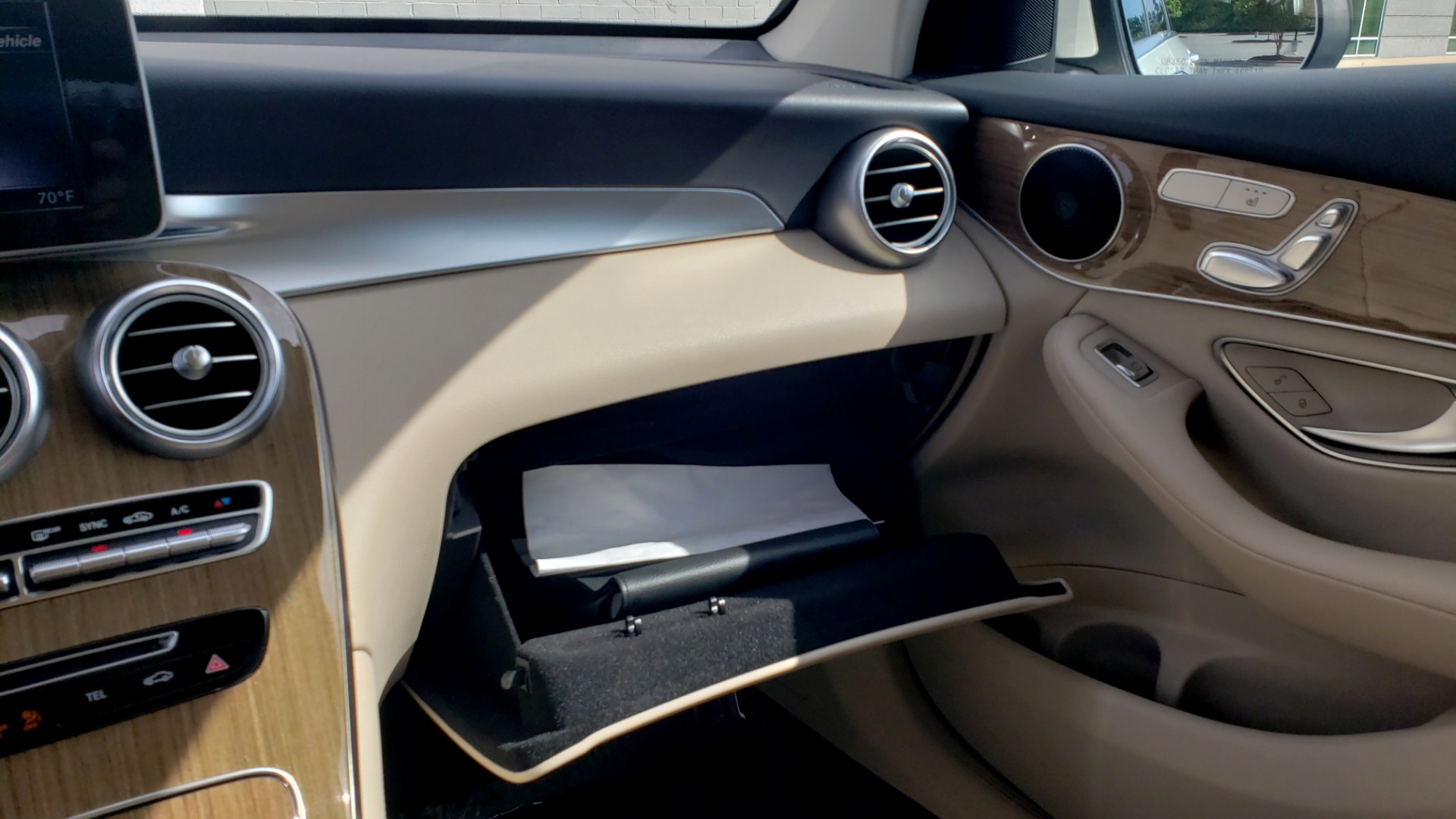 Used 2018 Mercedes-Benz GLC 300 4MATIC / PREM PKG / PANO-ROOF / APPLE / REARVIEW for sale $33,397 at Formula Imports in Charlotte NC 28227 47