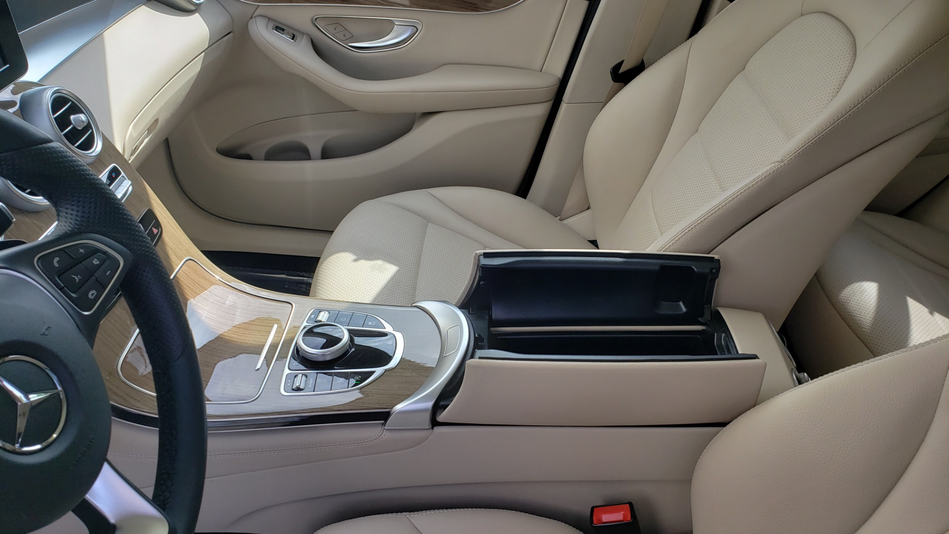 Used 2018 Mercedes-Benz GLC 300 4MATIC / PREM PKG / PANO-ROOF / APPLE / REARVIEW for sale $33,397 at Formula Imports in Charlotte NC 28227 53