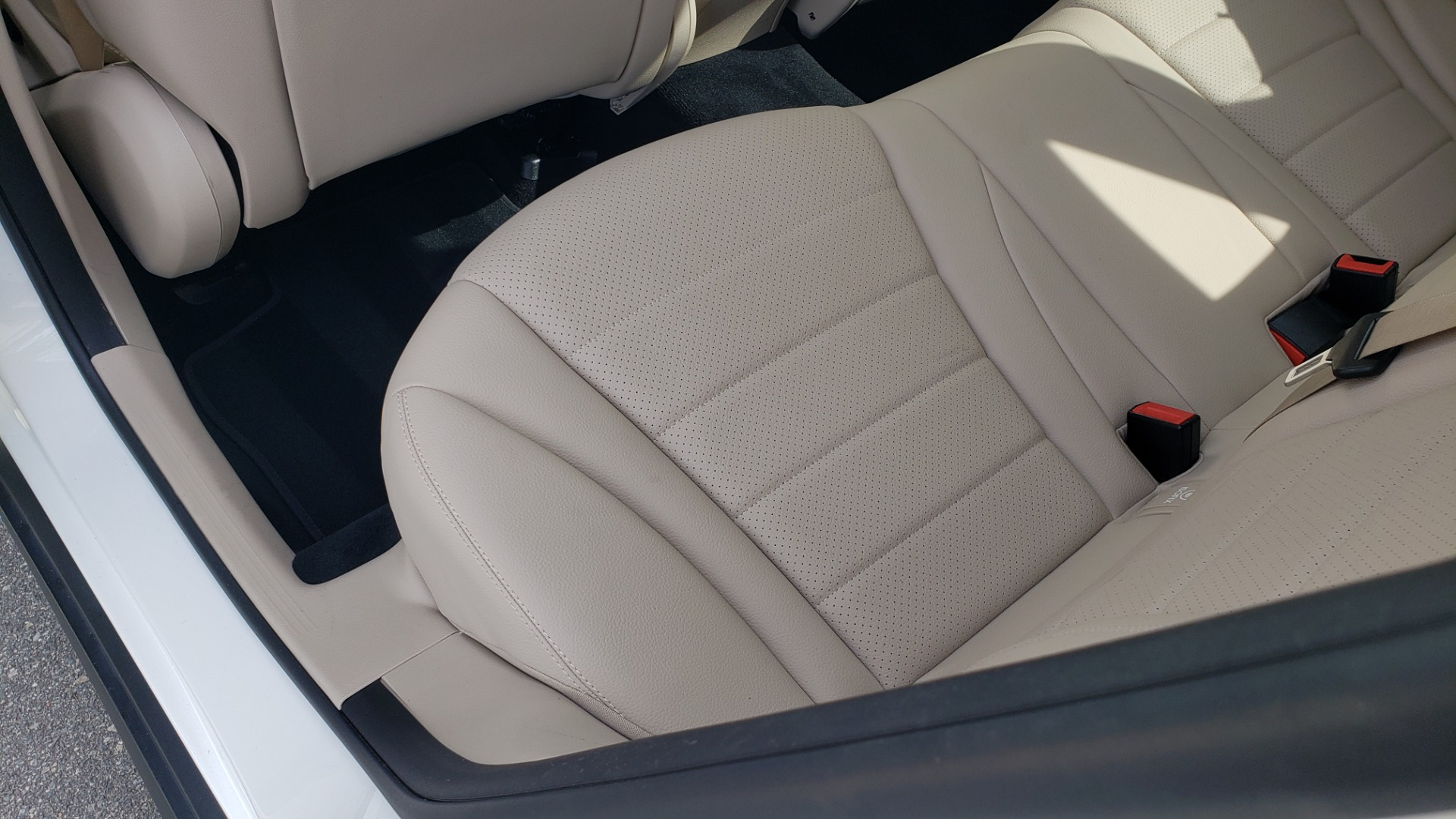 Used 2018 Mercedes-Benz GLC 300 4MATIC / PREM PKG / PANO-ROOF / APPLE / REARVIEW for sale $33,397 at Formula Imports in Charlotte NC 28227 56