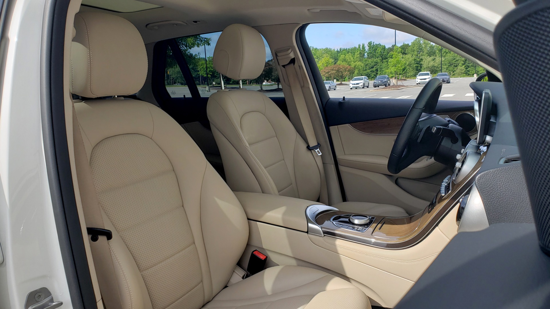 Used 2018 Mercedes-Benz GLC 300 4MATIC / PREM PKG / PANO-ROOF / APPLE / REARVIEW for sale $33,397 at Formula Imports in Charlotte NC 28227 62