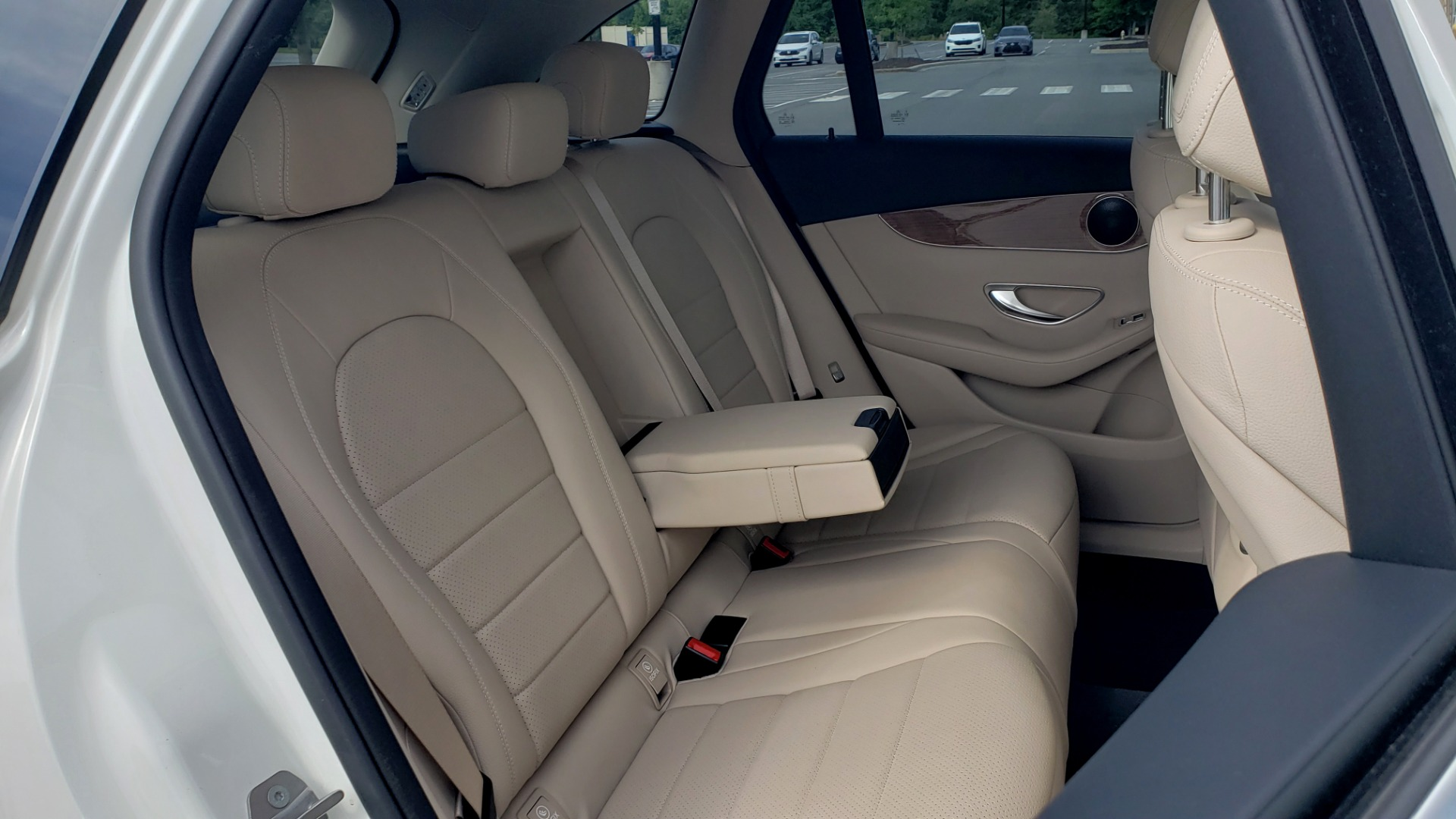 Used 2018 Mercedes-Benz GLC 300 4MATIC / PREM PKG / PANO-ROOF / APPLE / REARVIEW for sale $33,397 at Formula Imports in Charlotte NC 28227 67