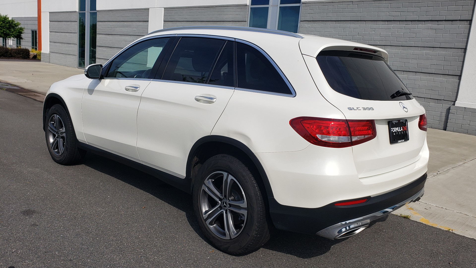 Used 2018 Mercedes-Benz GLC 300 4MATIC / PREM PKG / PANO-ROOF / APPLE / REARVIEW for sale $33,397 at Formula Imports in Charlotte NC 28227 7