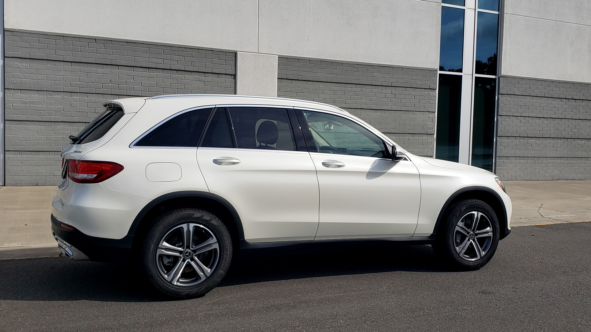 Used 2018 Mercedes-Benz GLC 300 4MATIC / PREM PKG / PANO-ROOF / APPLE / REARVIEW for sale $33,397 at Formula Imports in Charlotte NC 28227 8
