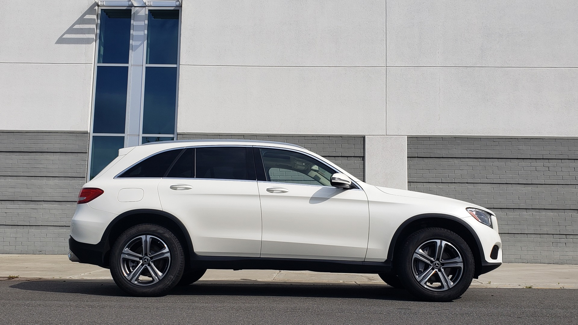 Used 2018 Mercedes-Benz GLC 300 4MATIC / PREM PKG / PANO-ROOF / APPLE / REARVIEW for sale $33,397 at Formula Imports in Charlotte NC 28227 9