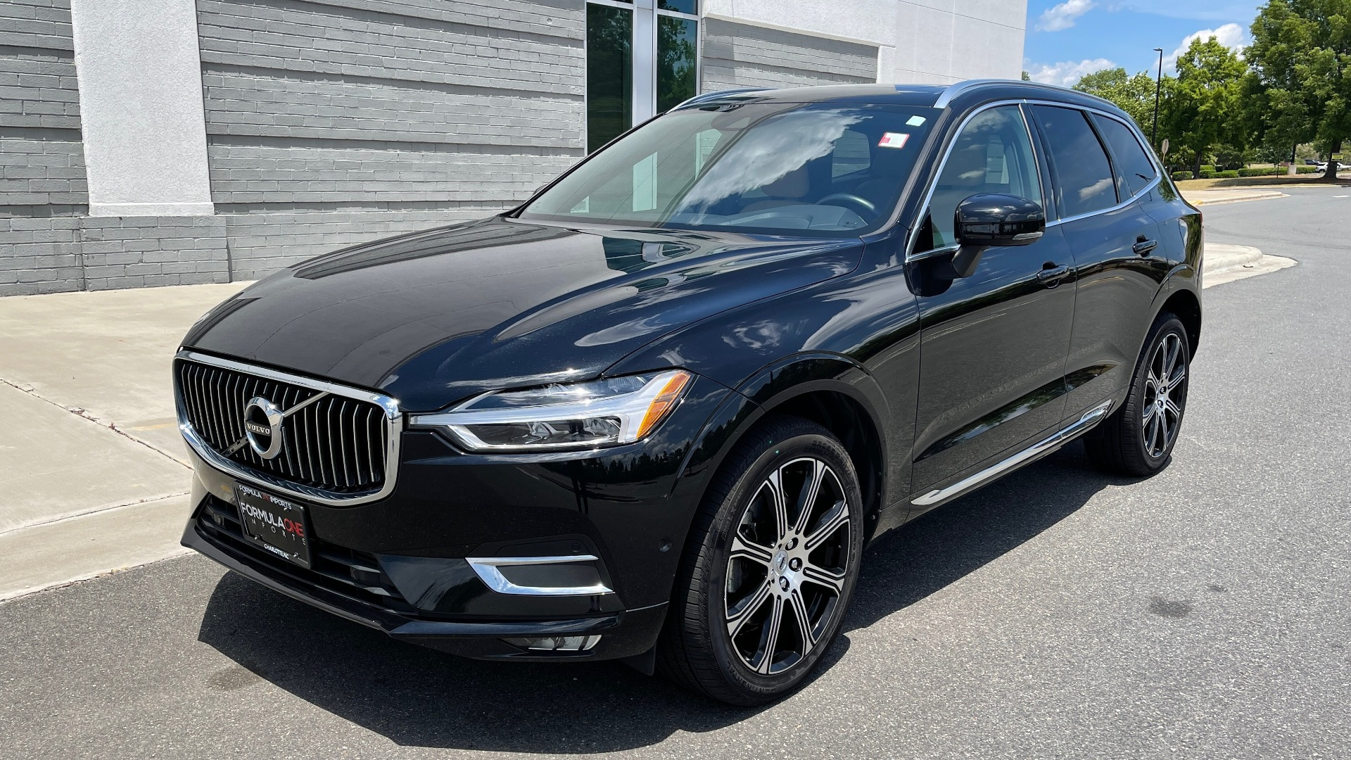 Used 2018 Volvo XC60 INSCRIPTION 2.0L TURBO SUV / AWD / NAV / SUNROOF / REARVIEW for sale $38,795 at Formula Imports in Charlotte NC 28227 2