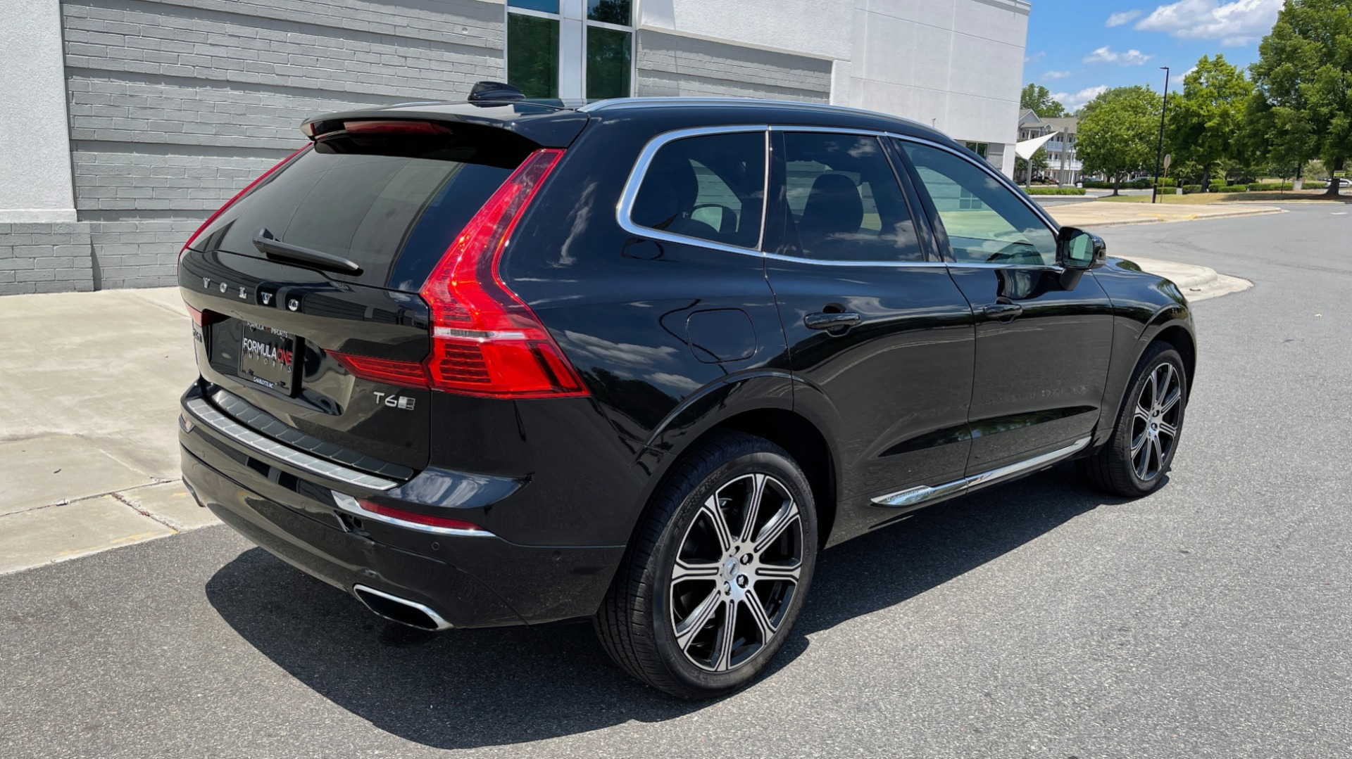 Used 2018 Volvo XC60 INSCRIPTION 2.0L TURBO SUV / AWD / NAV / SUNROOF / REARVIEW for sale $38,795 at Formula Imports in Charlotte NC 28227 3