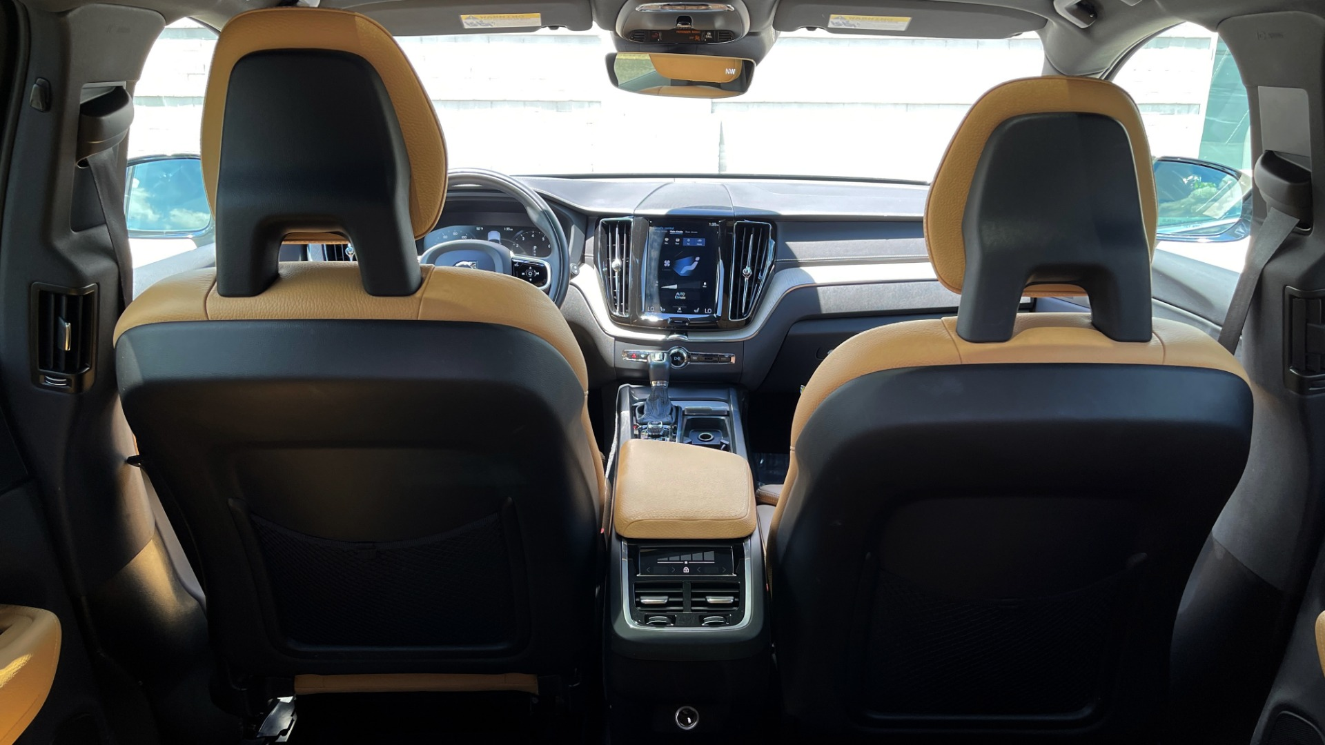 Used 2018 Volvo XC60 INSCRIPTION 2.0L TURBO SUV / AWD / NAV / SUNROOF / REARVIEW for sale $38,795 at Formula Imports in Charlotte NC 28227 30