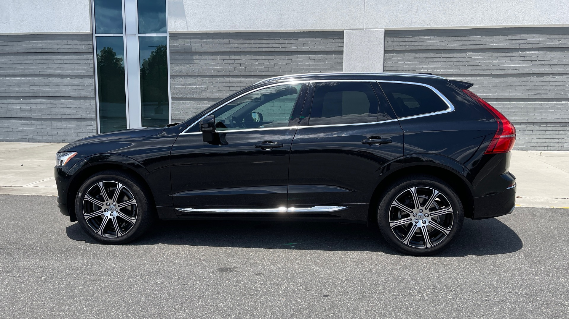 Used 2018 Volvo XC60 INSCRIPTION 2.0L TURBO SUV / AWD / NAV / SUNROOF / REARVIEW for sale $38,795 at Formula Imports in Charlotte NC 28227 4