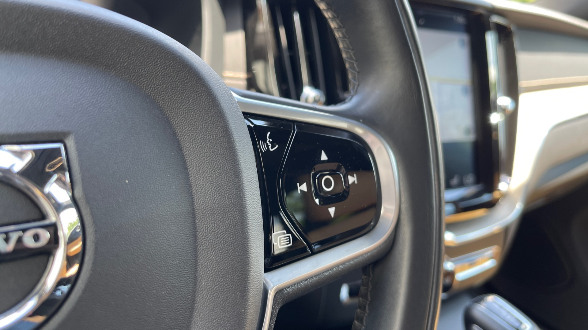 Used 2018 Volvo XC60 INSCRIPTION 2.0L TURBO SUV / AWD / NAV / SUNROOF / REARVIEW for sale $38,795 at Formula Imports in Charlotte NC 28227 44