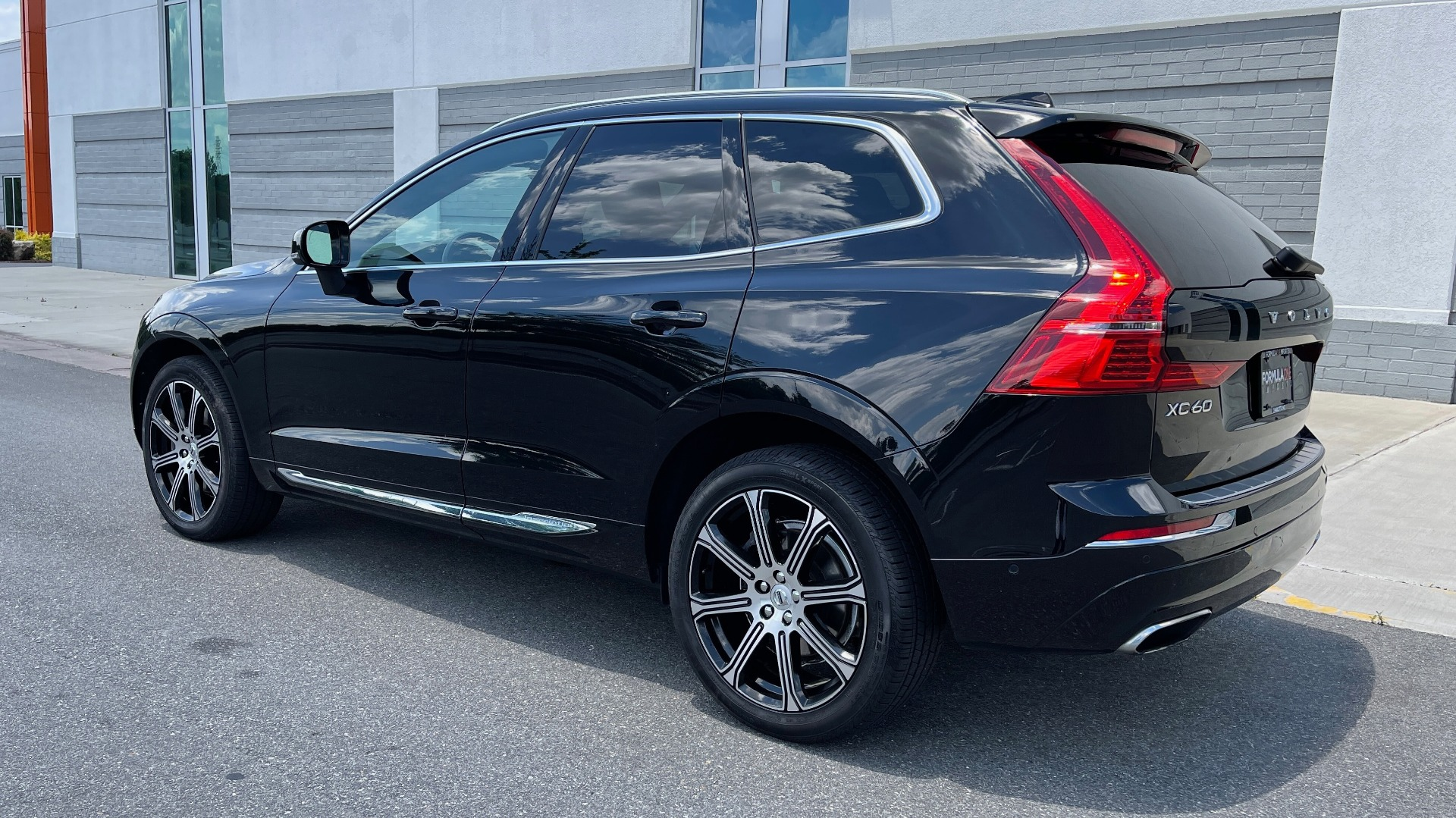 Used 2018 Volvo XC60 INSCRIPTION 2.0L TURBO SUV / AWD / NAV / SUNROOF / REARVIEW for sale $38,795 at Formula Imports in Charlotte NC 28227 5
