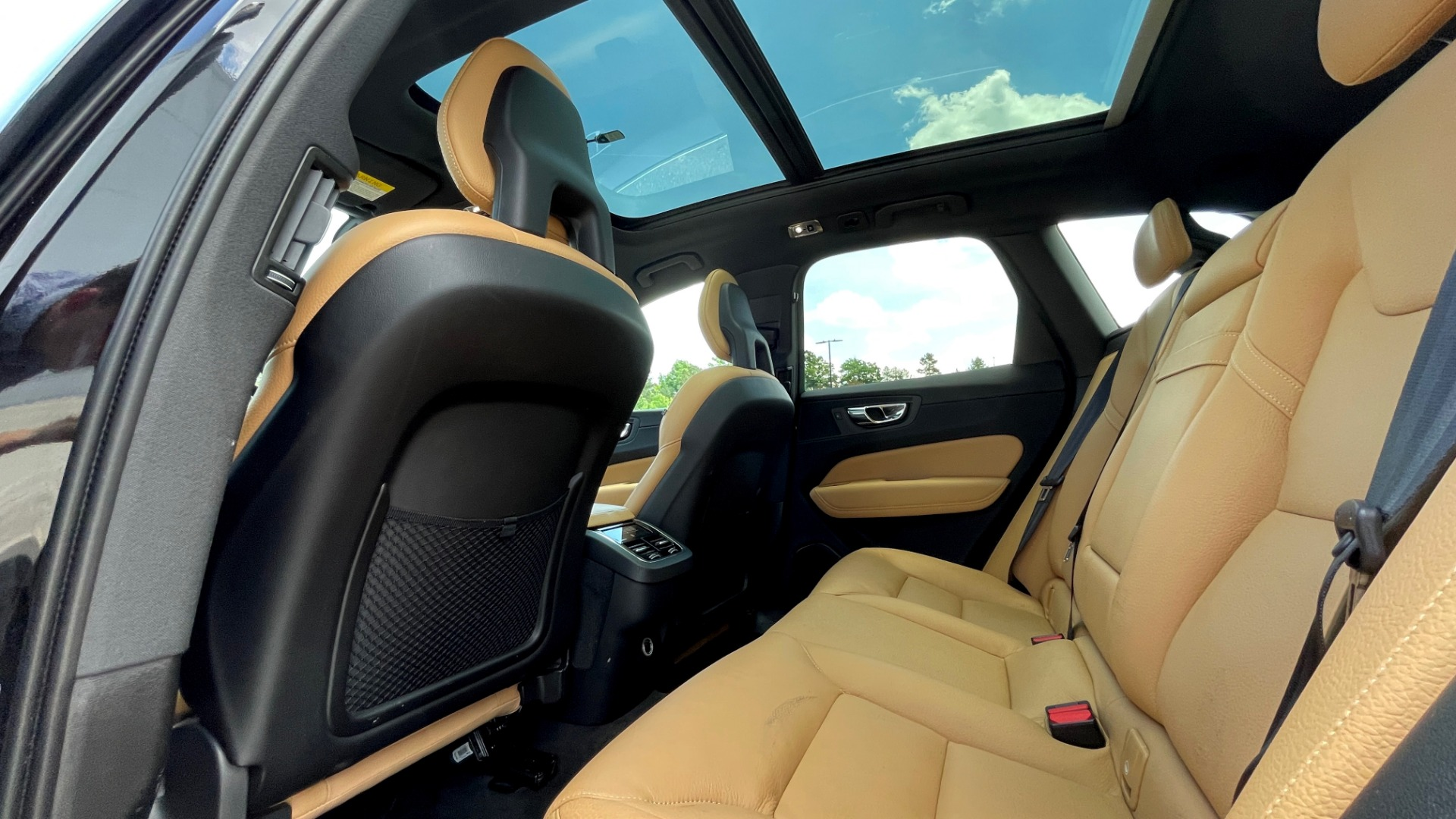 Used 2018 Volvo XC60 INSCRIPTION 2.0L TURBO SUV / AWD / NAV / SUNROOF / REARVIEW for sale $38,795 at Formula Imports in Charlotte NC 28227 64