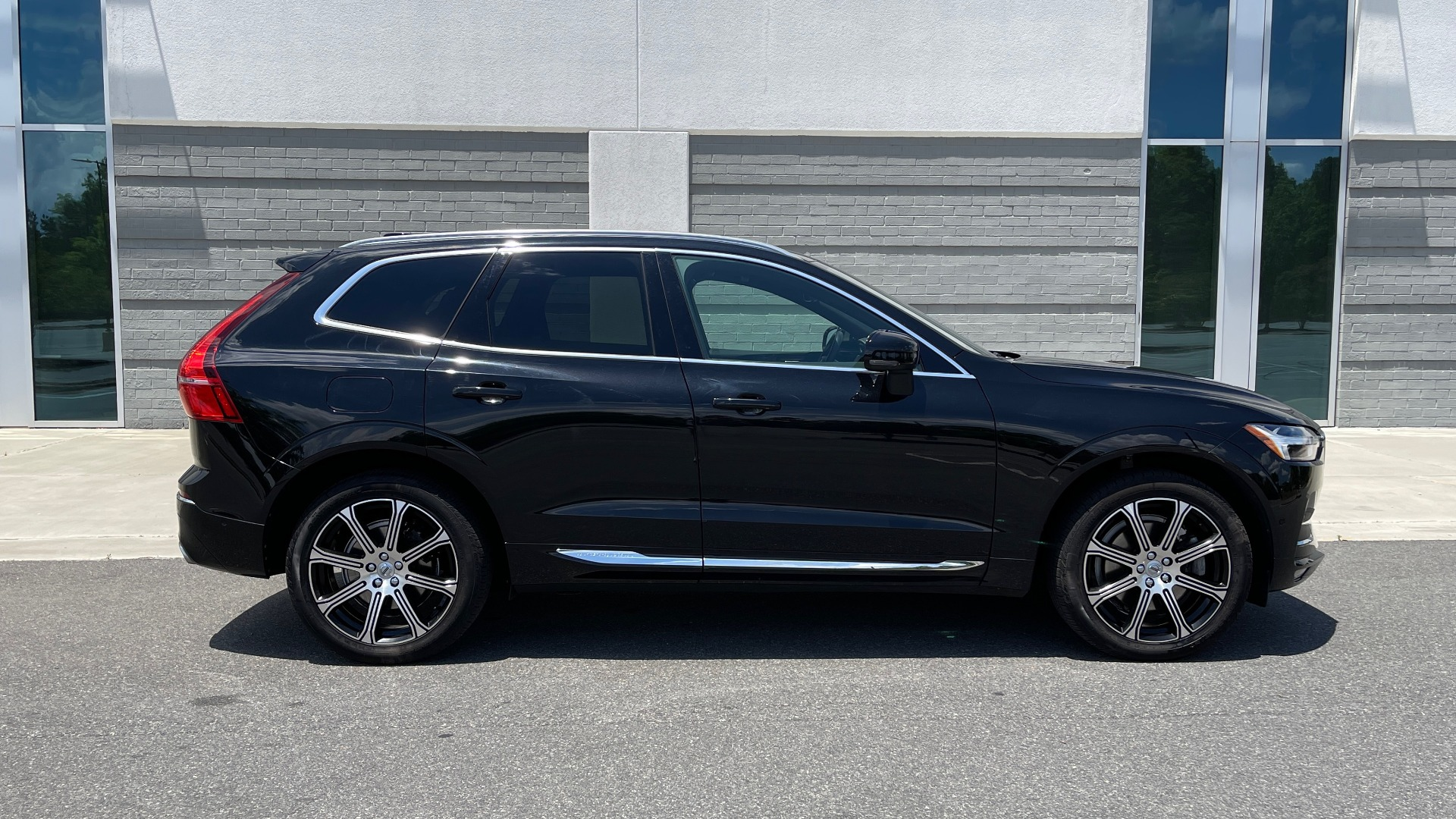 Used 2018 Volvo XC60 INSCRIPTION 2.0L TURBO SUV / AWD / NAV / SUNROOF / REARVIEW for sale $38,795 at Formula Imports in Charlotte NC 28227 7