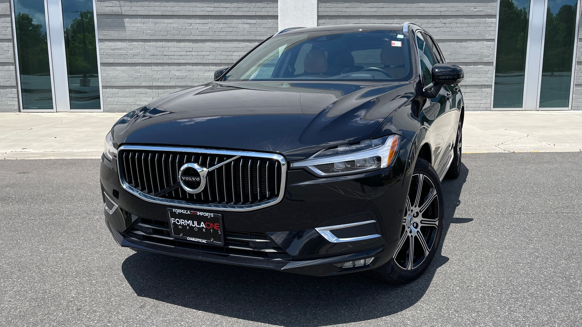Used 2018 Volvo XC60 INSCRIPTION 2.0L TURBO SUV / AWD / NAV / SUNROOF / REARVIEW for sale $38,795 at Formula Imports in Charlotte NC 28227 8