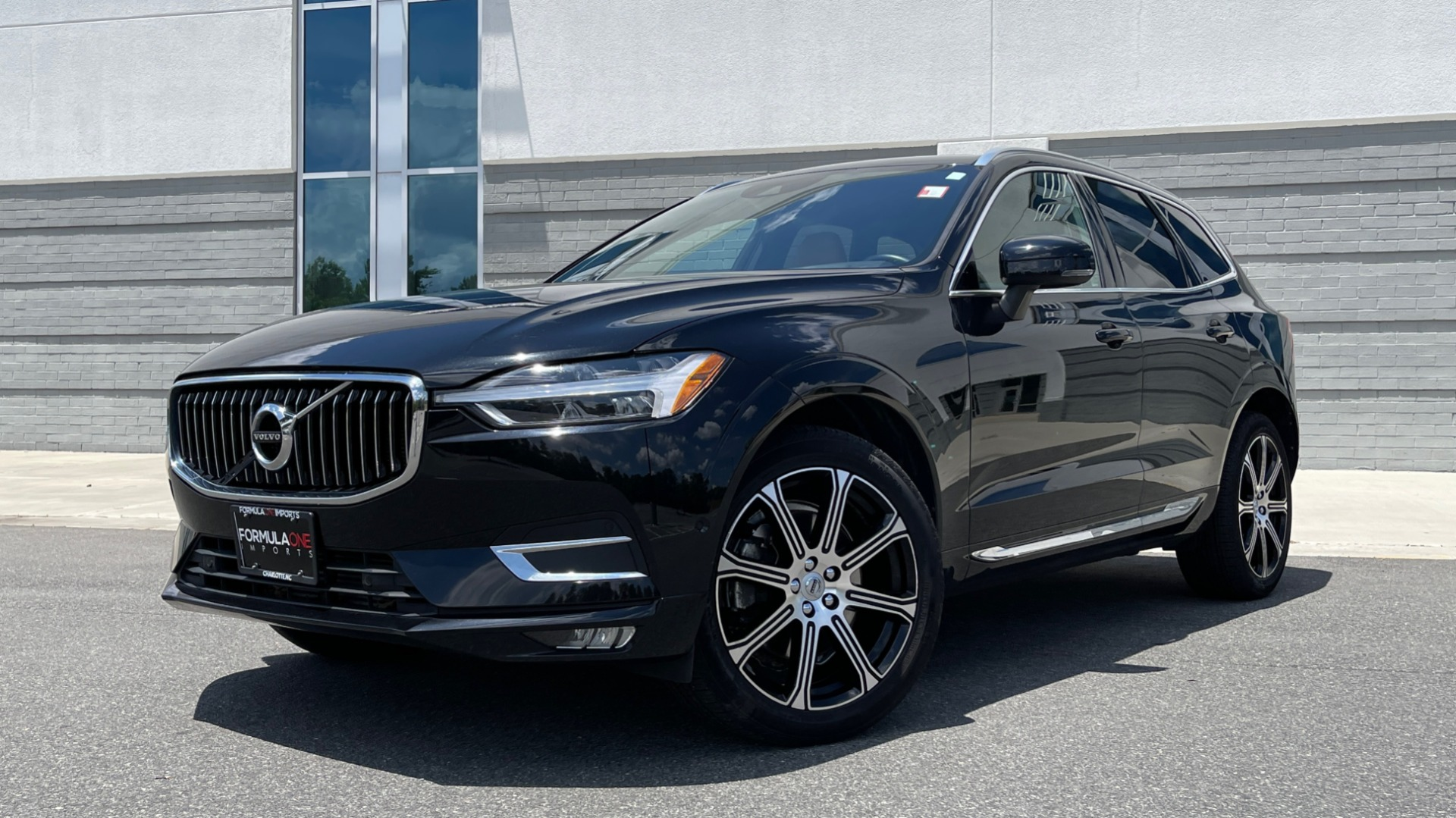 Used 2018 Volvo XC60 INSCRIPTION 2.0L TURBO SUV / AWD / NAV / SUNROOF / REARVIEW for sale $38,795 at Formula Imports in Charlotte NC 28227 1