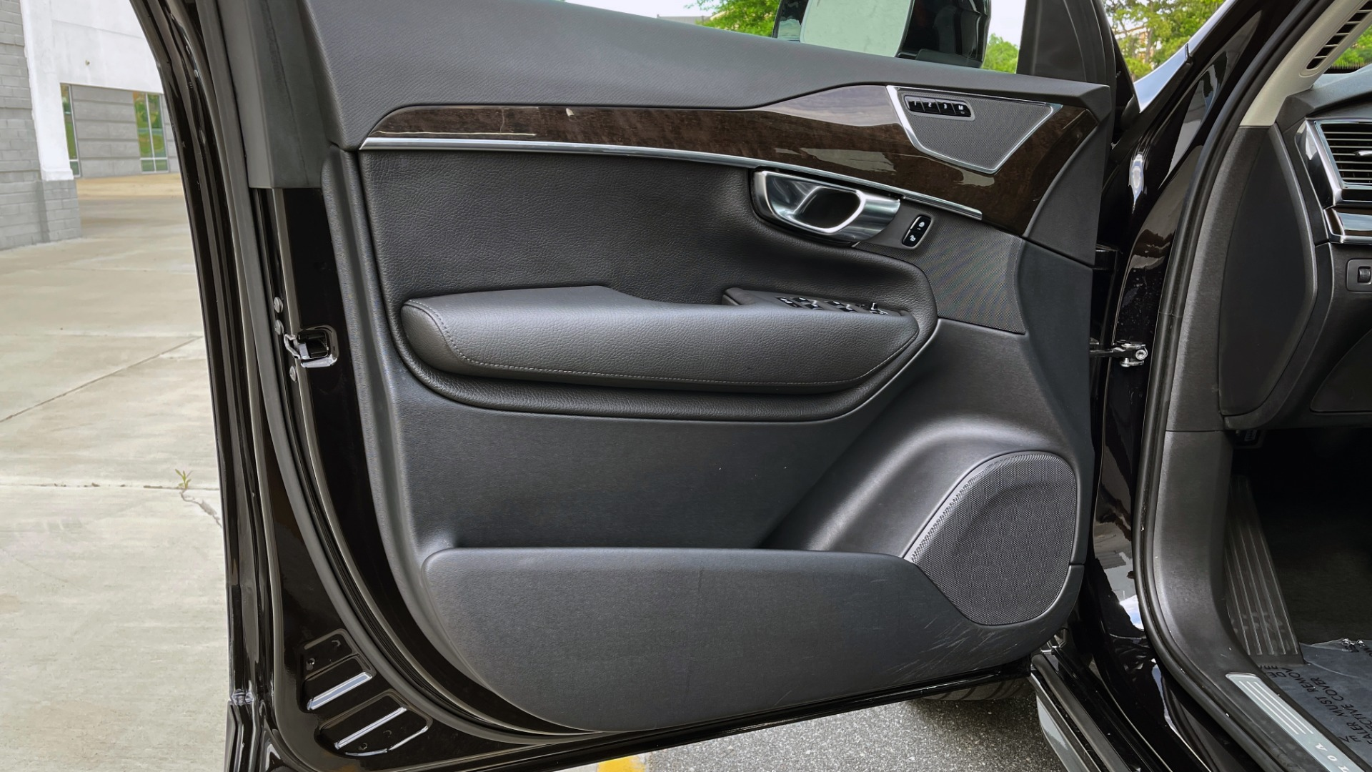Used 2018 Volvo XC90 T5 AWD MOMENTUM PLUS / NAV / SUNROOF / 3-ROW / REARVIEW for sale $40,295 at Formula Imports in Charlotte NC 28227 33
