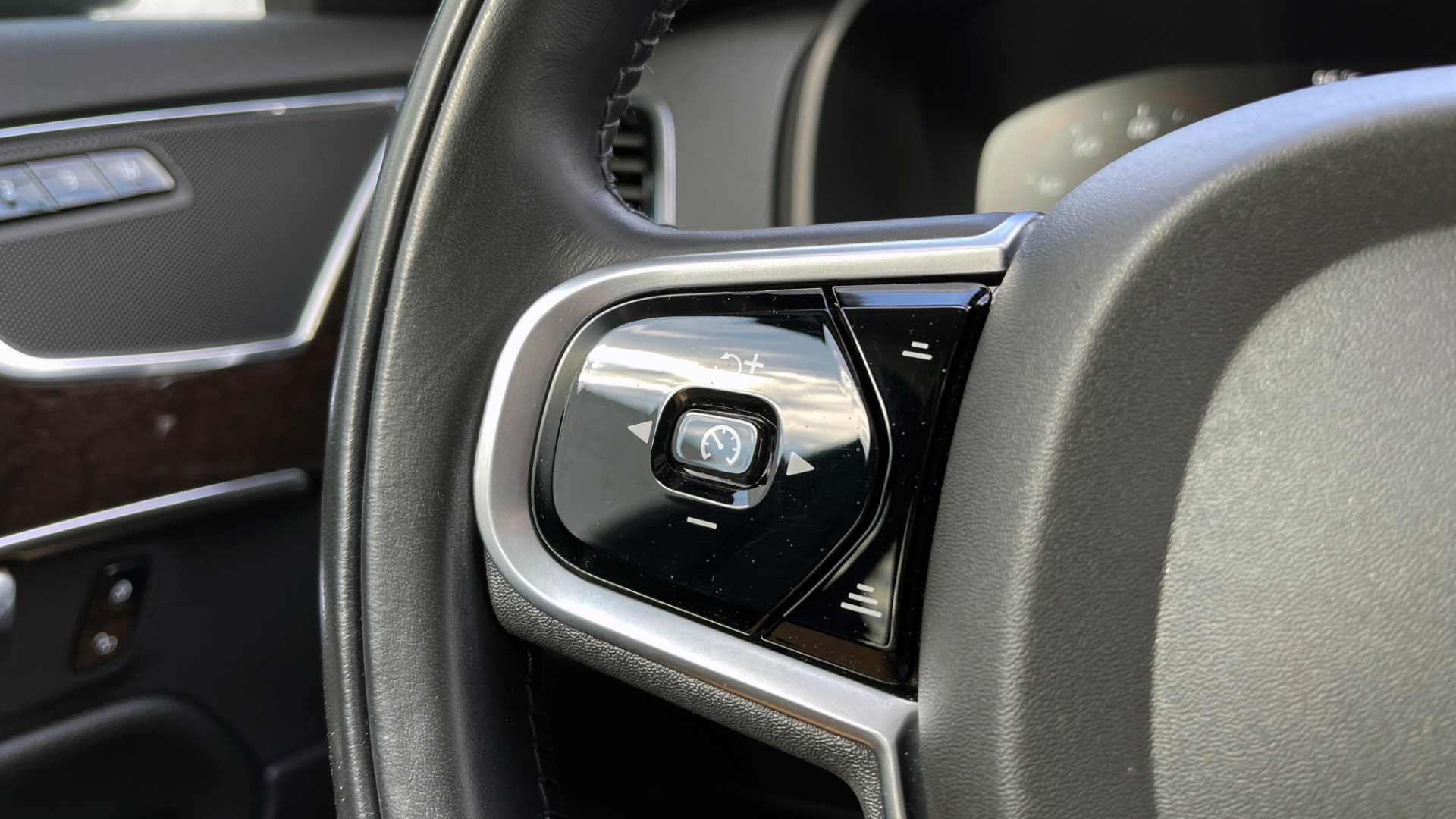 Used 2018 Volvo XC90 T5 AWD MOMENTUM PLUS / NAV / SUNROOF / 3-ROW / REARVIEW for sale $40,295 at Formula Imports in Charlotte NC 28227 42