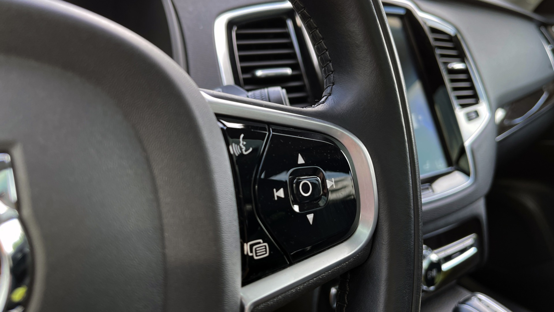 Used 2018 Volvo XC90 T5 AWD MOMENTUM PLUS / NAV / SUNROOF / 3-ROW / REARVIEW for sale $40,295 at Formula Imports in Charlotte NC 28227 43