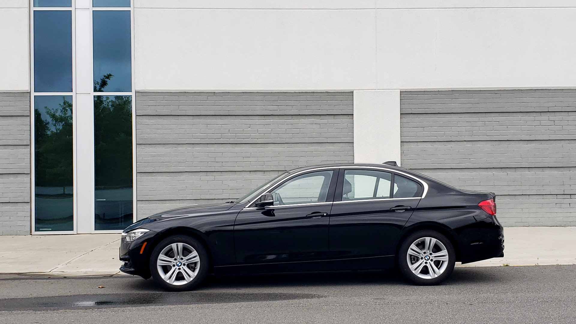 Used 2018 BMW 3 SERIES 330IXDRIVE / CONV PKG / NAV / SUNROOF / HTD STS / REARVIEW for sale $26,552 at Formula Imports in Charlotte NC 28227 5