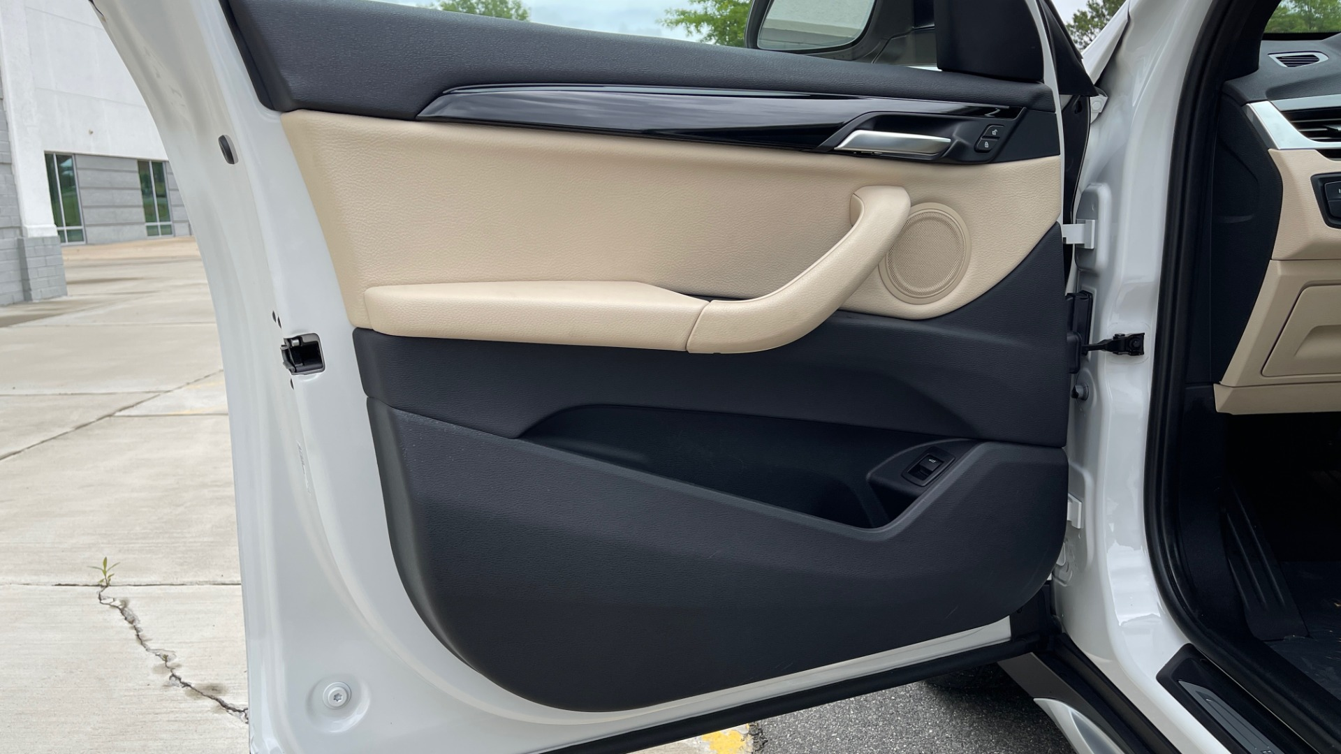 Used 2018 BMW X1 XDRIVE28I / CONV PKG / PANO-ROOF / HTD STS / PARK ASST / REARVIEW for sale $30,995 at Formula Imports in Charlotte NC 28227 33