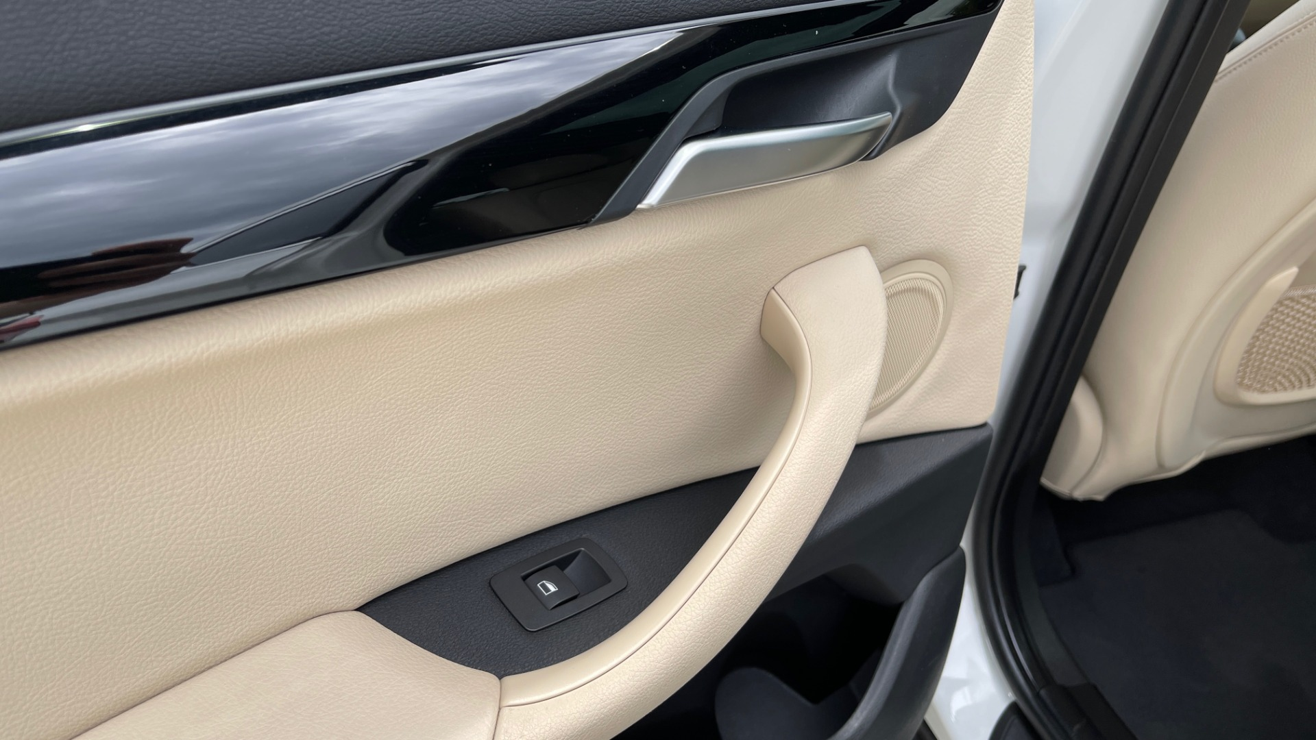 Used 2018 BMW X1 XDRIVE28I / CONV PKG / PANO-ROOF / HTD STS / PARK ASST / REARVIEW for sale $30,995 at Formula Imports in Charlotte NC 28227 68