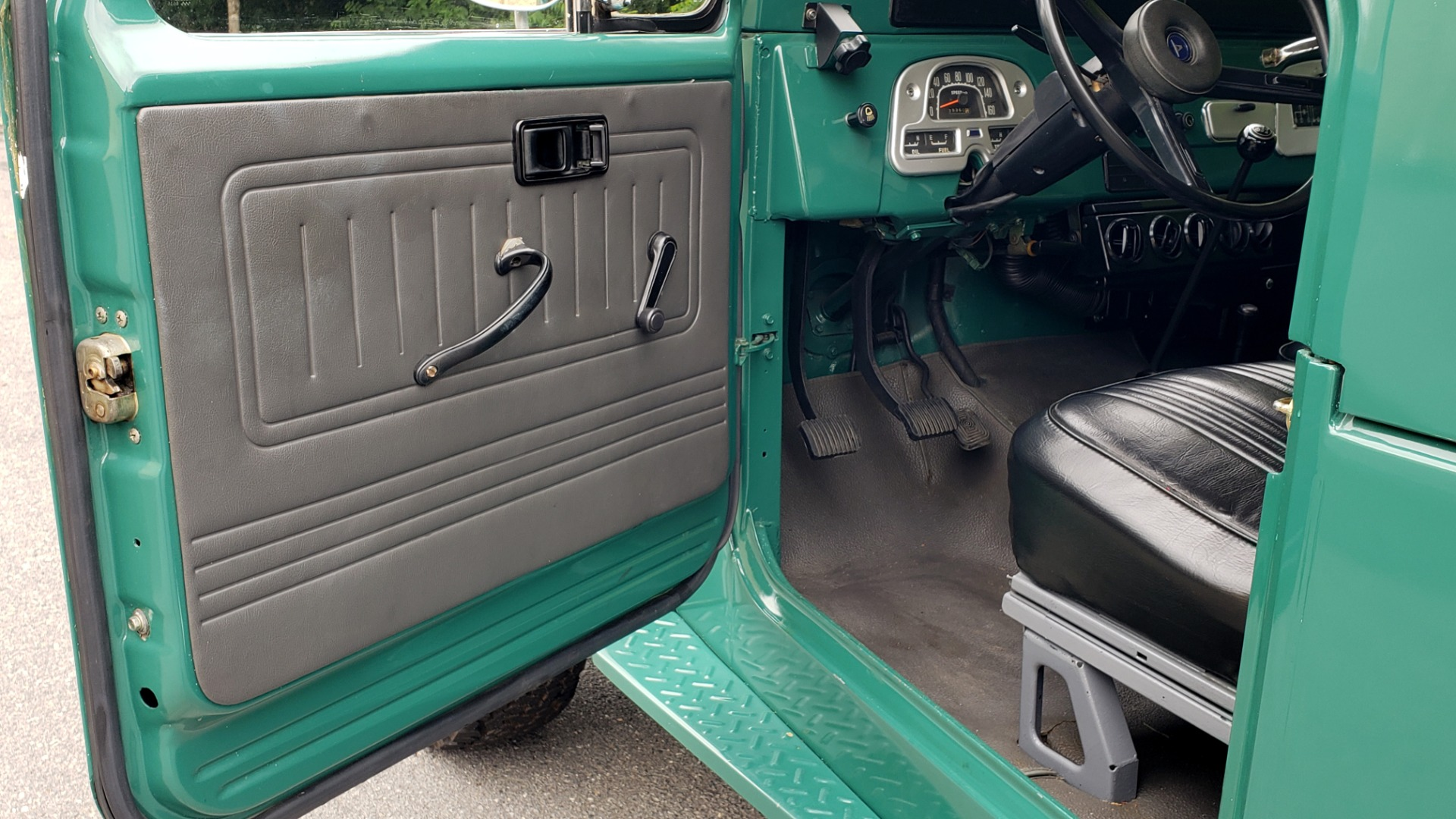 Used 1978 Toyota FJ40 LAND CRUISER 4x4 HARDTOP / RESTORED / 4-SPEED MAN / NEW AIR COND for sale Call for price at Formula Imports in Charlotte NC 28227 18