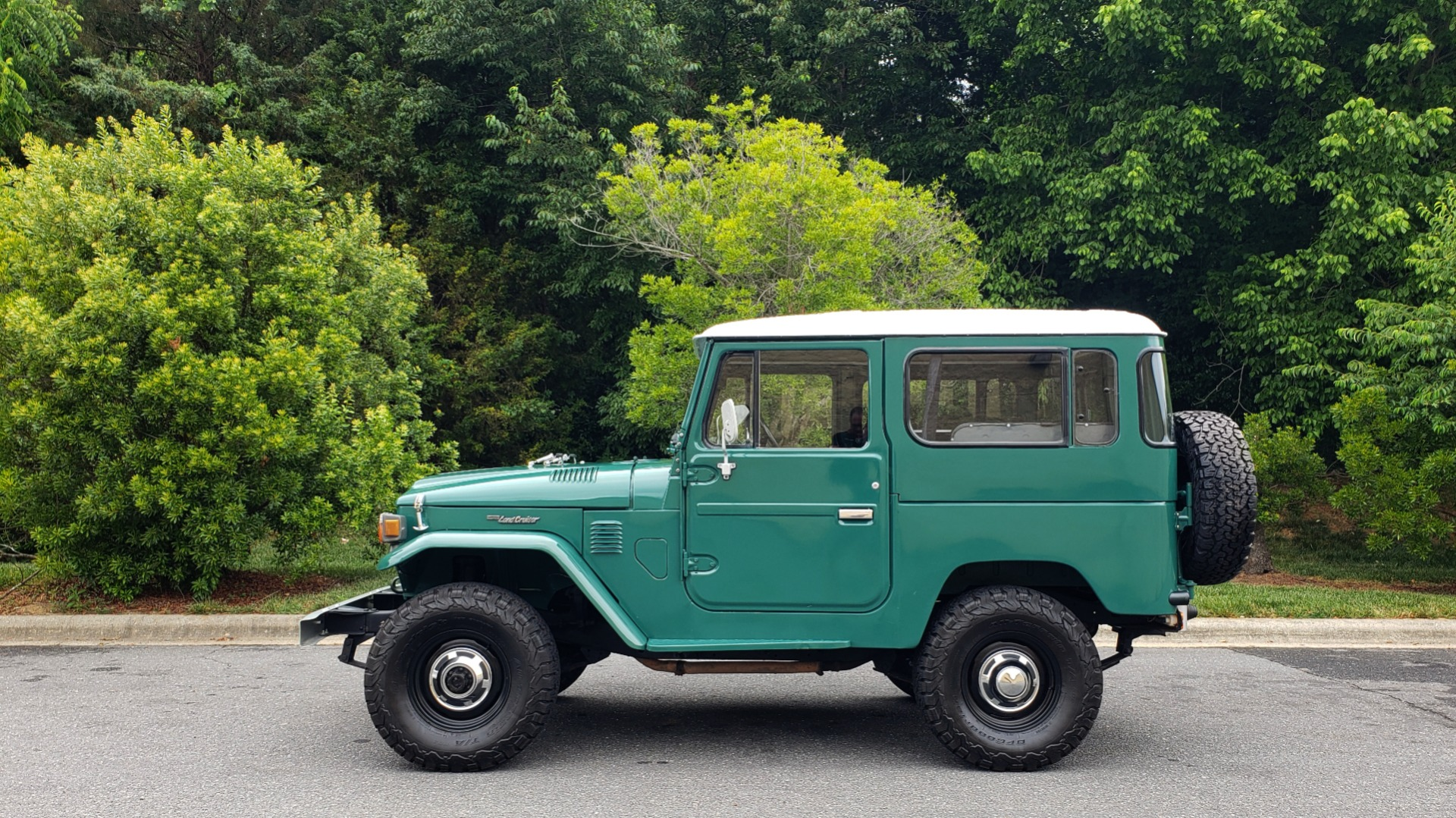 Used 1978 Toyota FJ40 LAND CRUISER 4x4 HARDTOP / RESTORED / 4-SPEED MAN / NEW AIR COND for sale Call for price at Formula Imports in Charlotte NC 28227 5