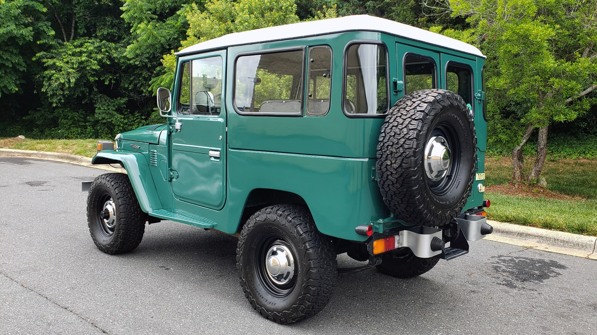 Used 1978 Toyota FJ40 LAND CRUISER 4x4 HARDTOP / RESTORED / 4-SPEED MAN / NEW AIR COND for sale Call for price at Formula Imports in Charlotte NC 28227 6