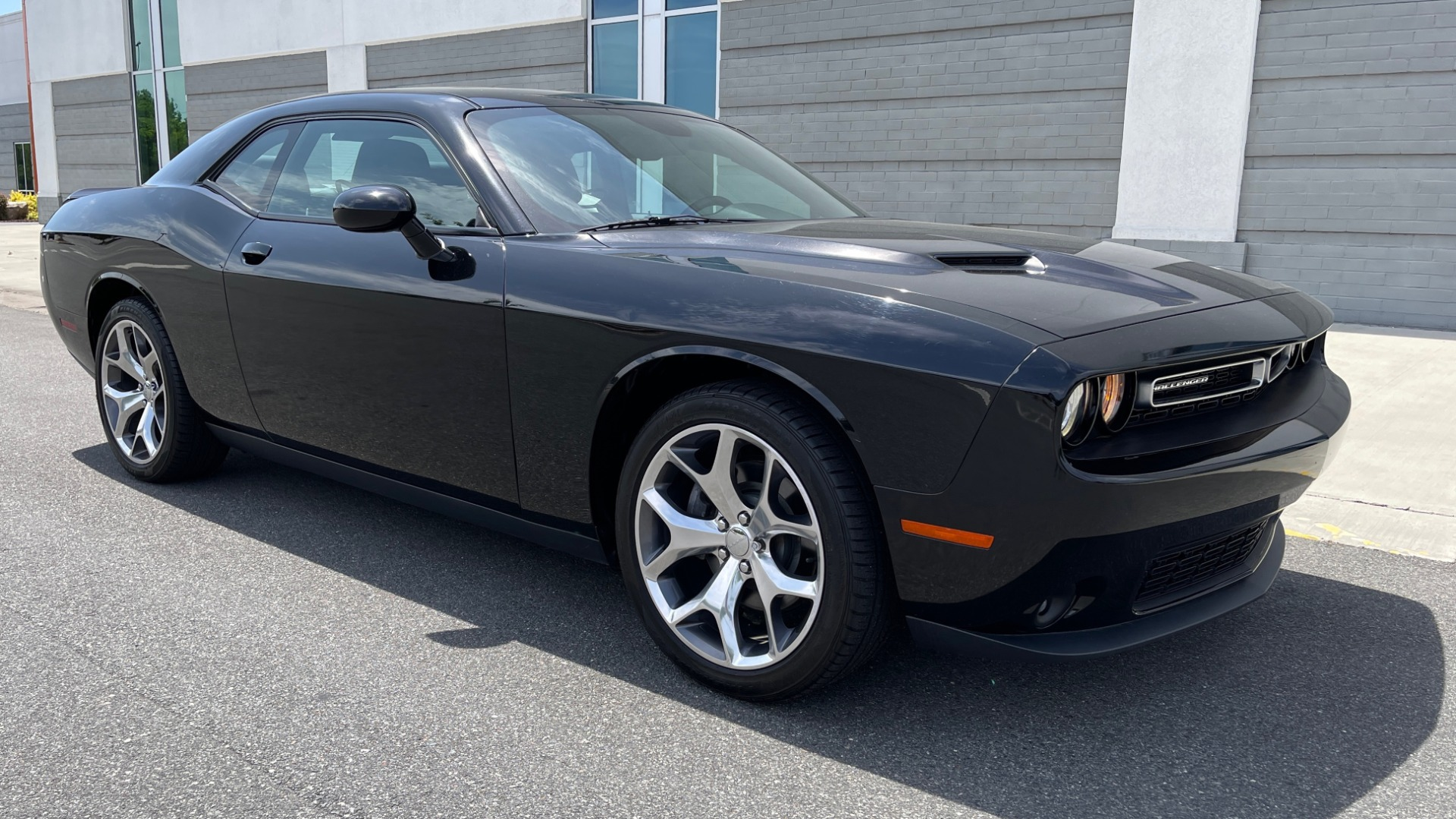 Used 2015 Dodge CHALLENGER SXT PLUS COUPE / 3.6L V6 / 8-SPD AUTO / NAV / ALPINE / SUNROOF / REARVIEW for sale Sold at Formula Imports in Charlotte NC 28227 3